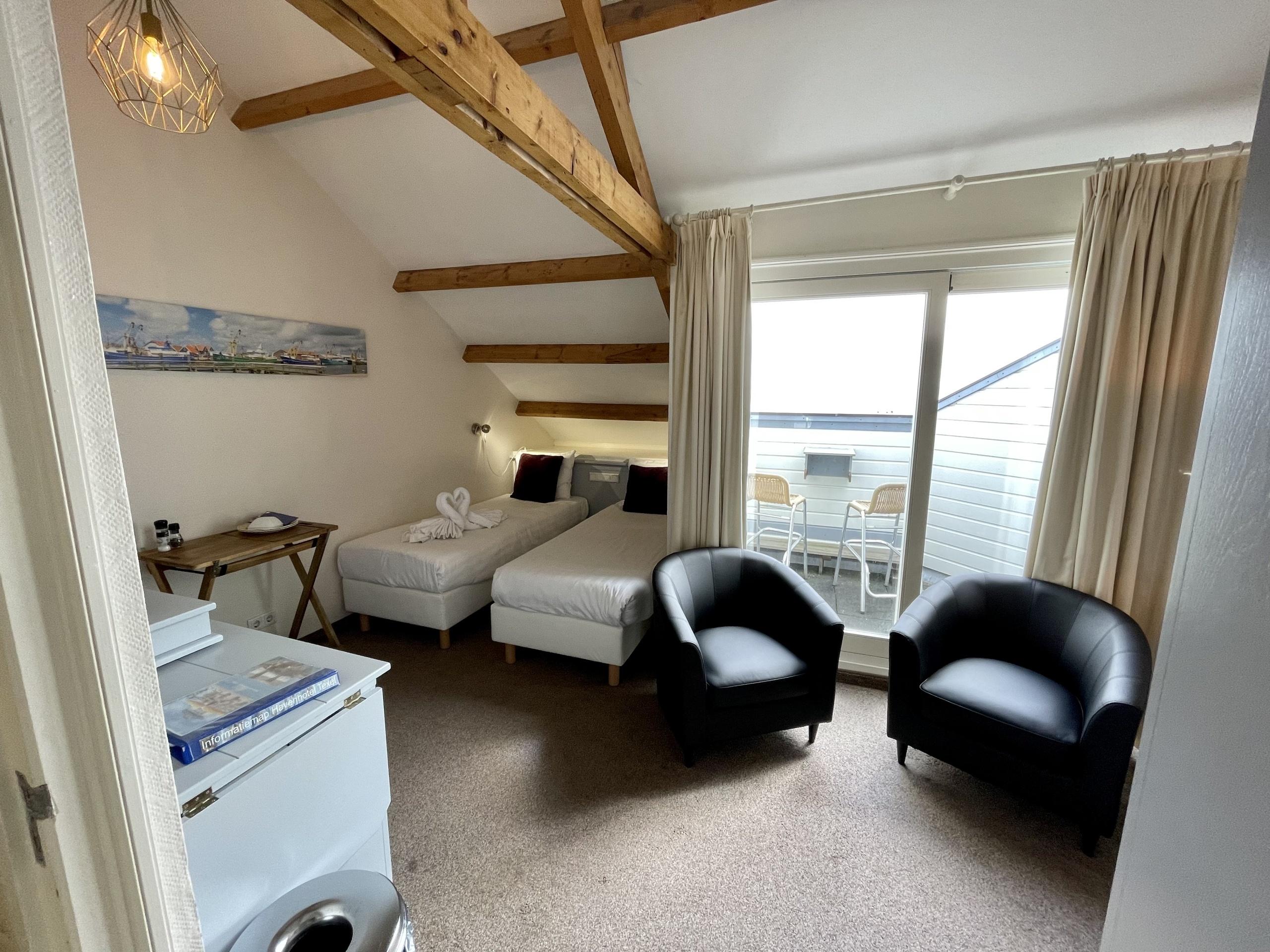 Gemütliches Hotelzimmer mit Aussicht über das Wattenmeer