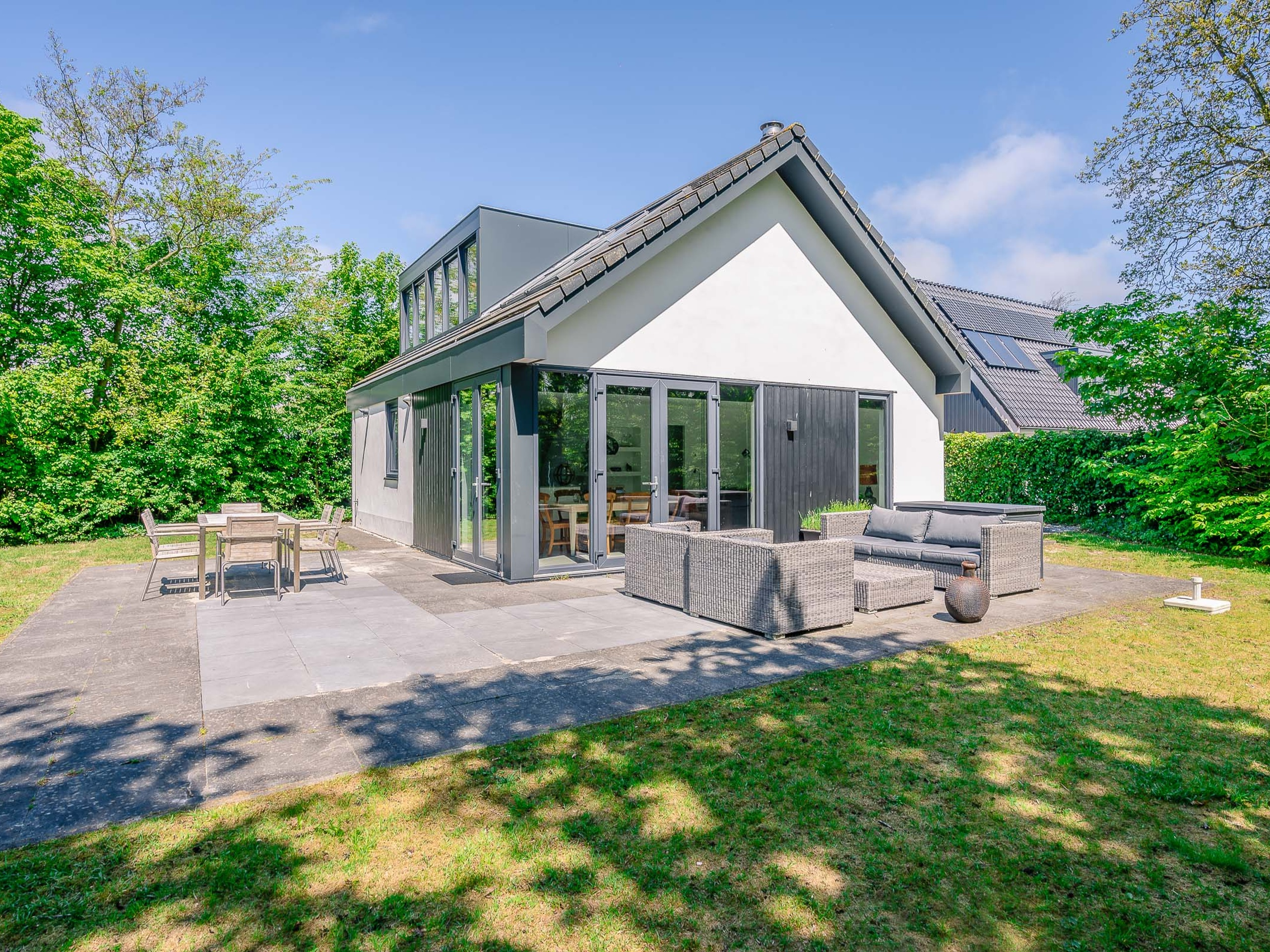 Luxury holiday villa on a small-scale holiday park near the beach of Texel