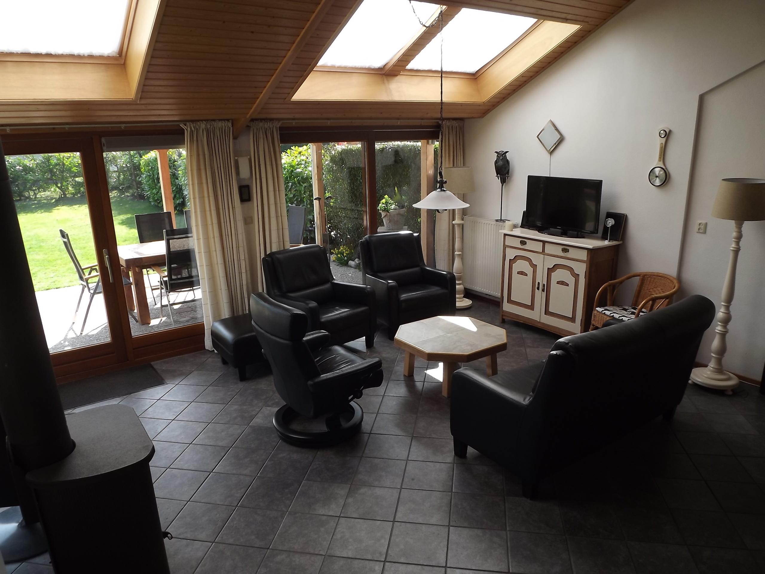 Komfortables großzügiges Ferienhaus in ruhiger Lage im Wald De Dennen