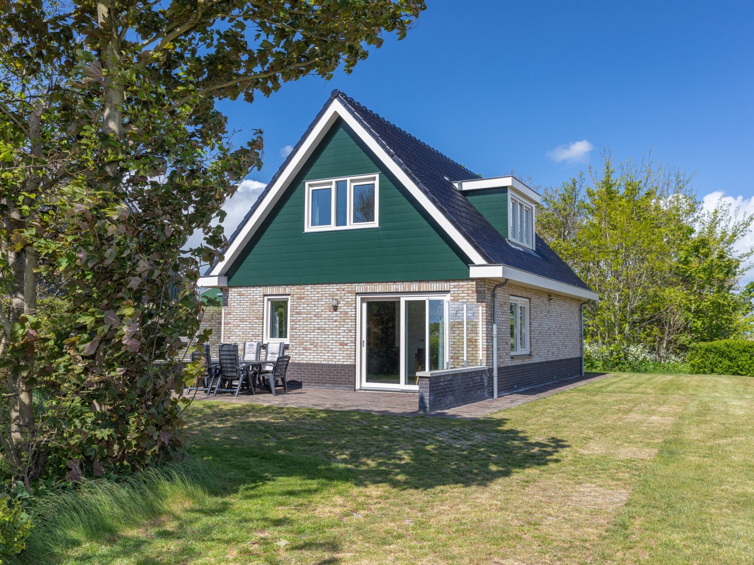 Landelijk gelegen vakantiehuis vlakbij De Waddenzee en Oosterend