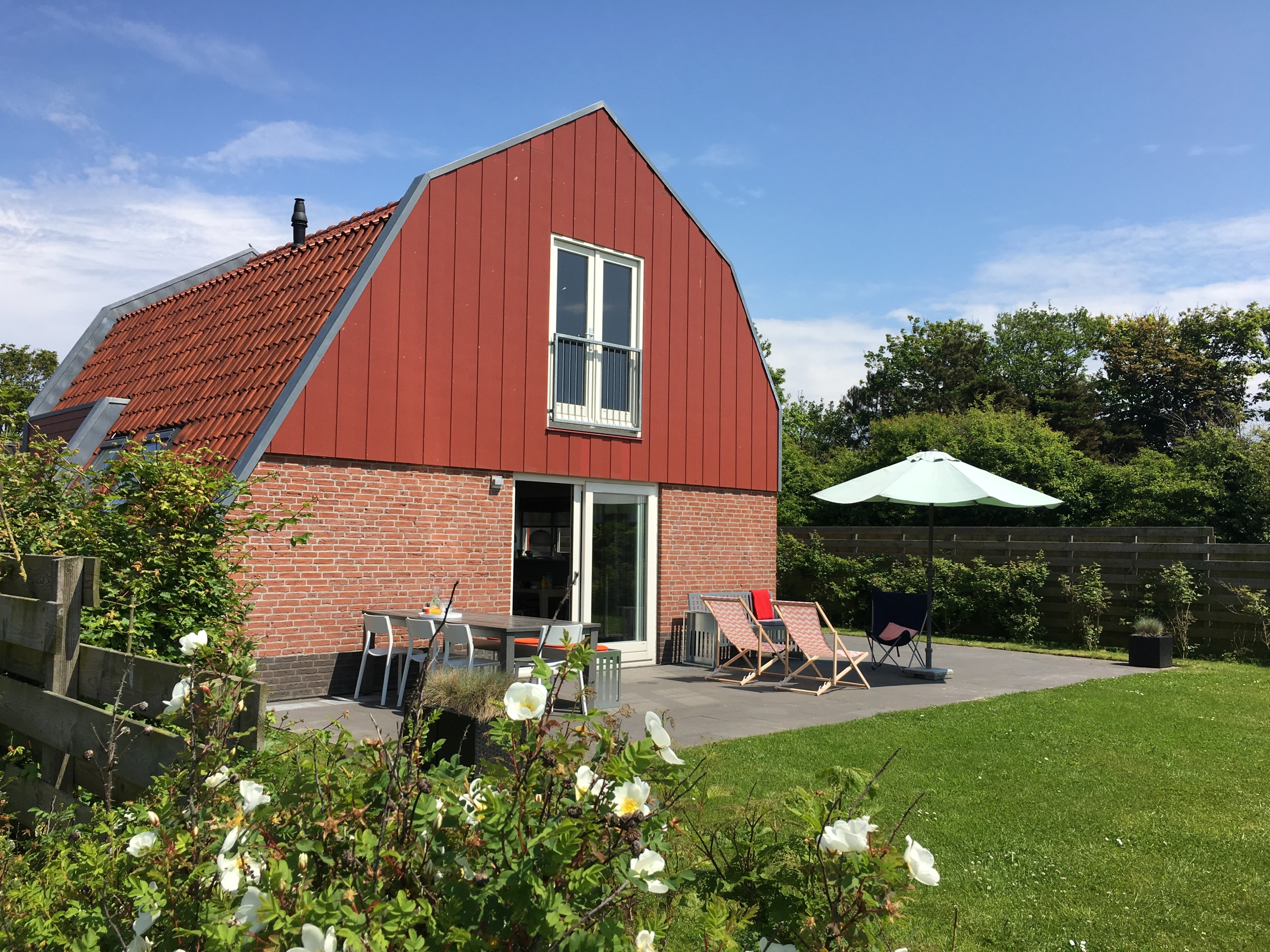 Detached modern holiday home on unique location in De Cocksdorp