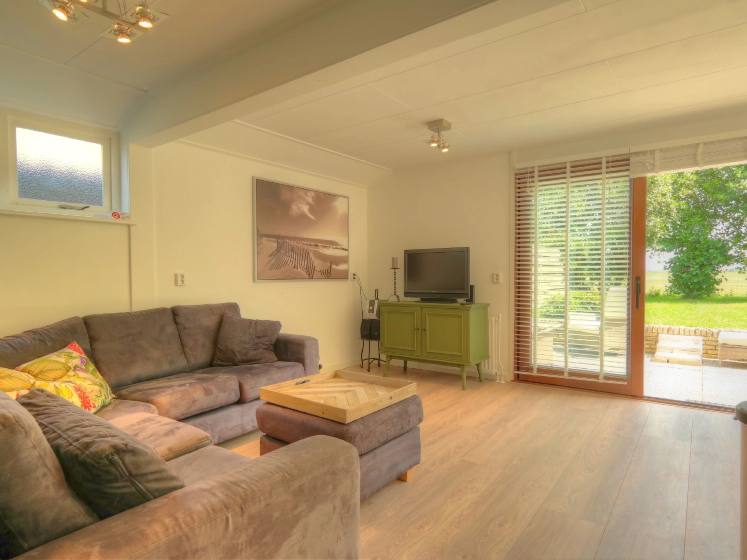 Detached holiday home with enclosed garden near Den Hoorn