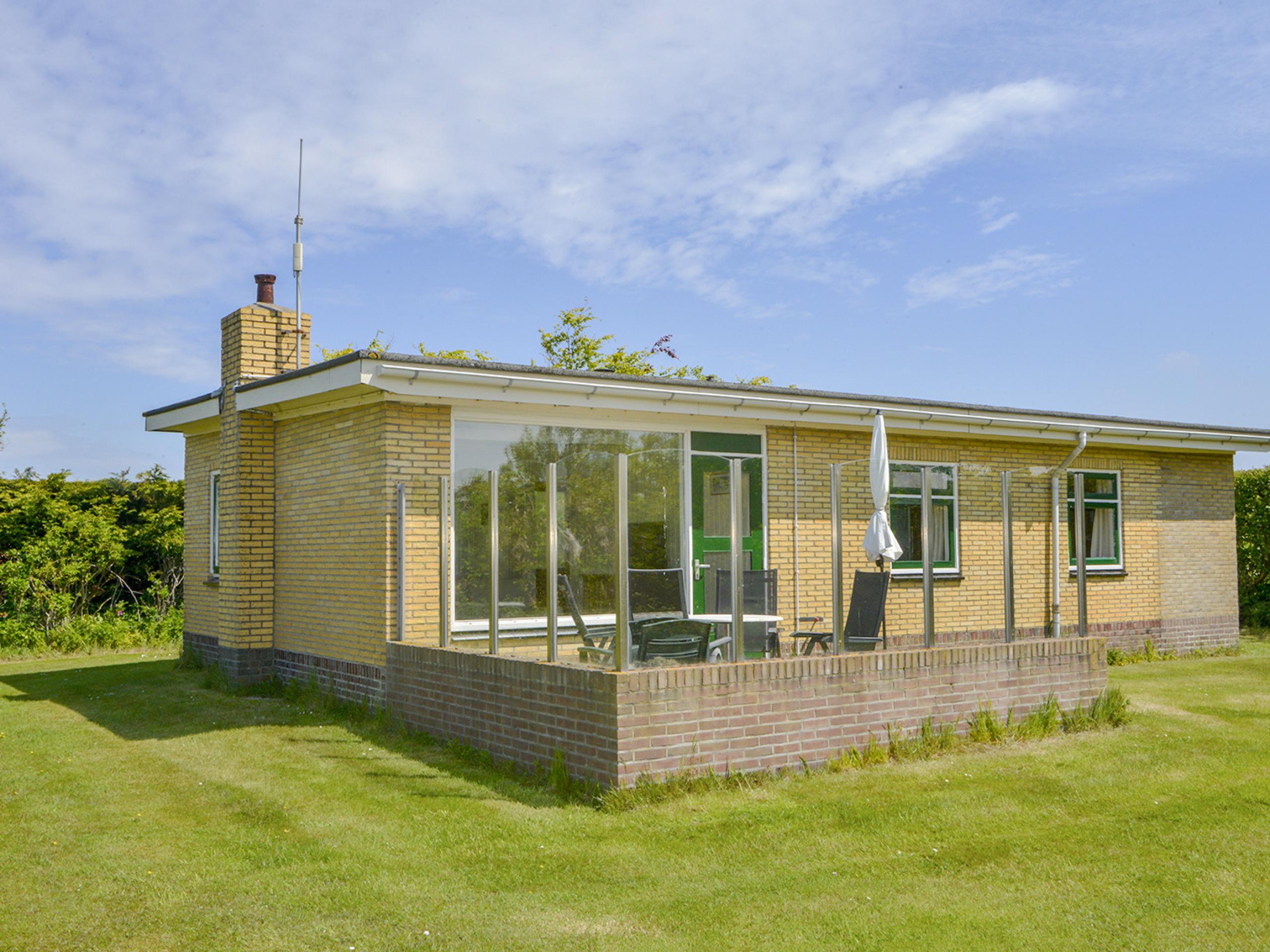Freistehendes Ferienhaus geschützte Sonnenterrasse bei De Slufter