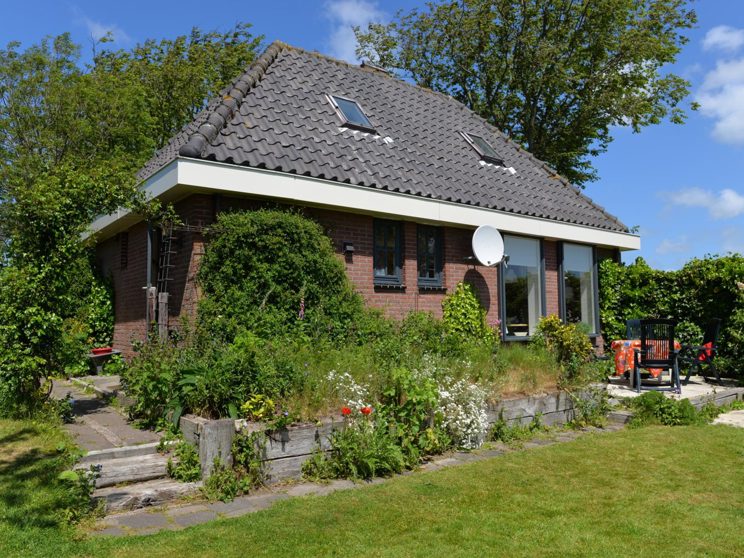 Rural cosy holiday home with lots of privacy near Den Burg