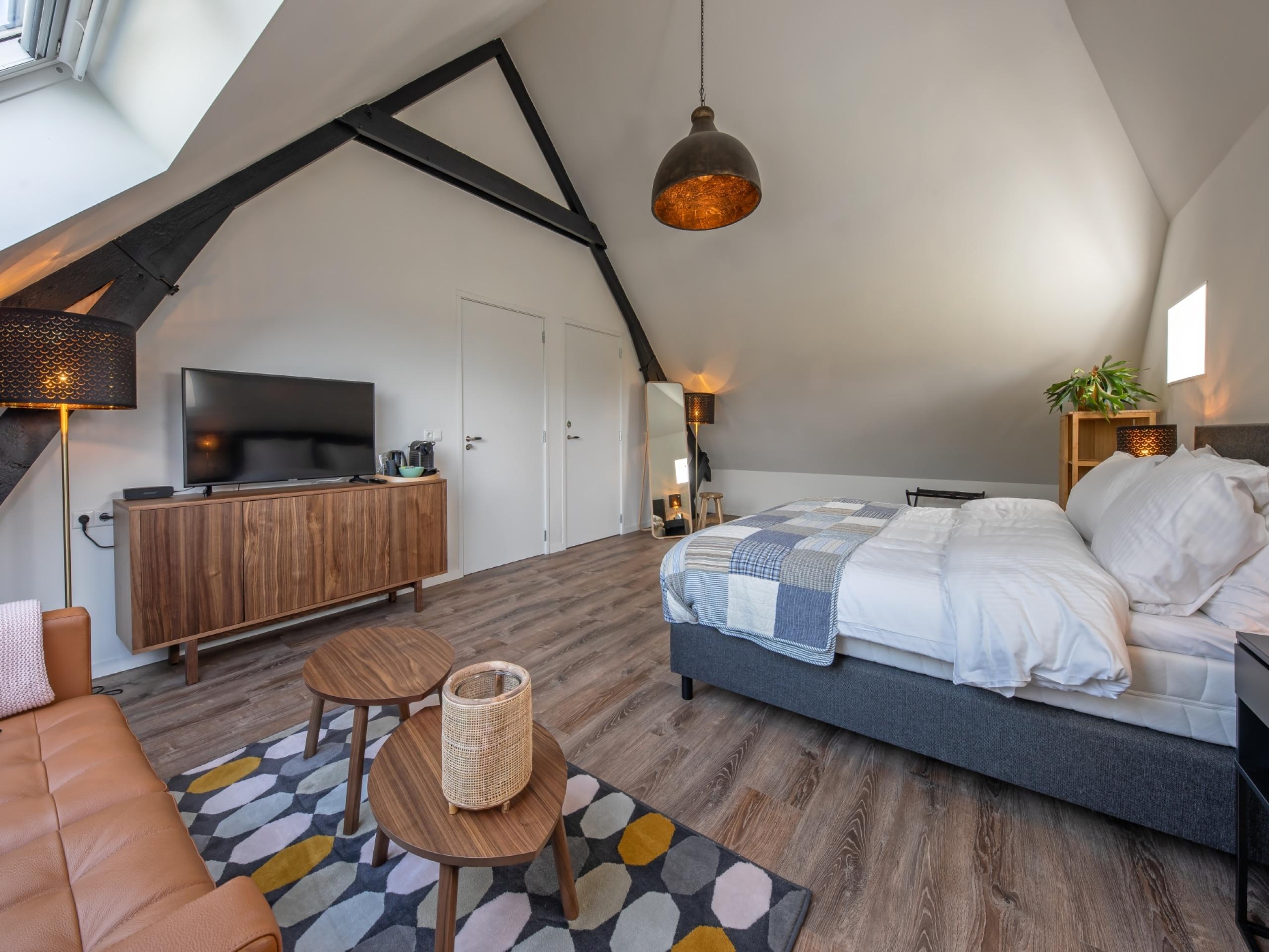 Ländliches, attraktives Loft mit zwei geräumigen und luxuriösen Suiten in einem ehemaligen Heuboden
