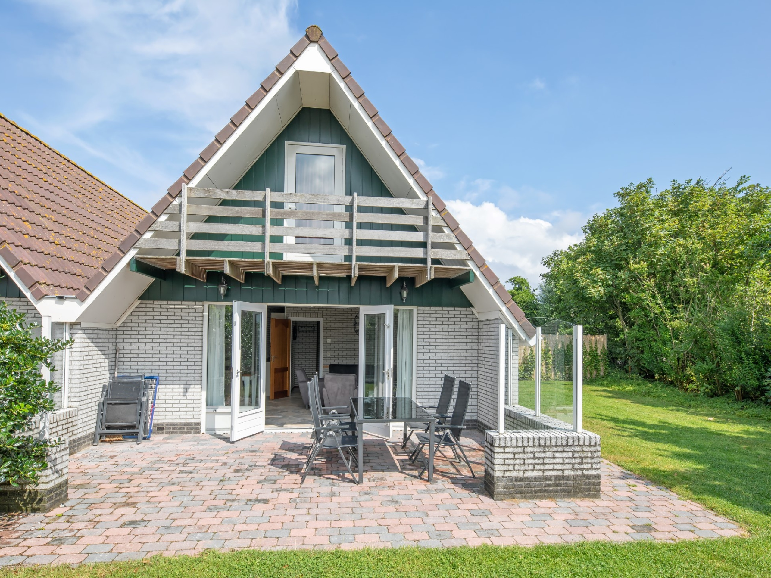 Semi-detached holiday home near De Cocksdorp and the lighthouse, 450 meters to the Wadden Sea beach