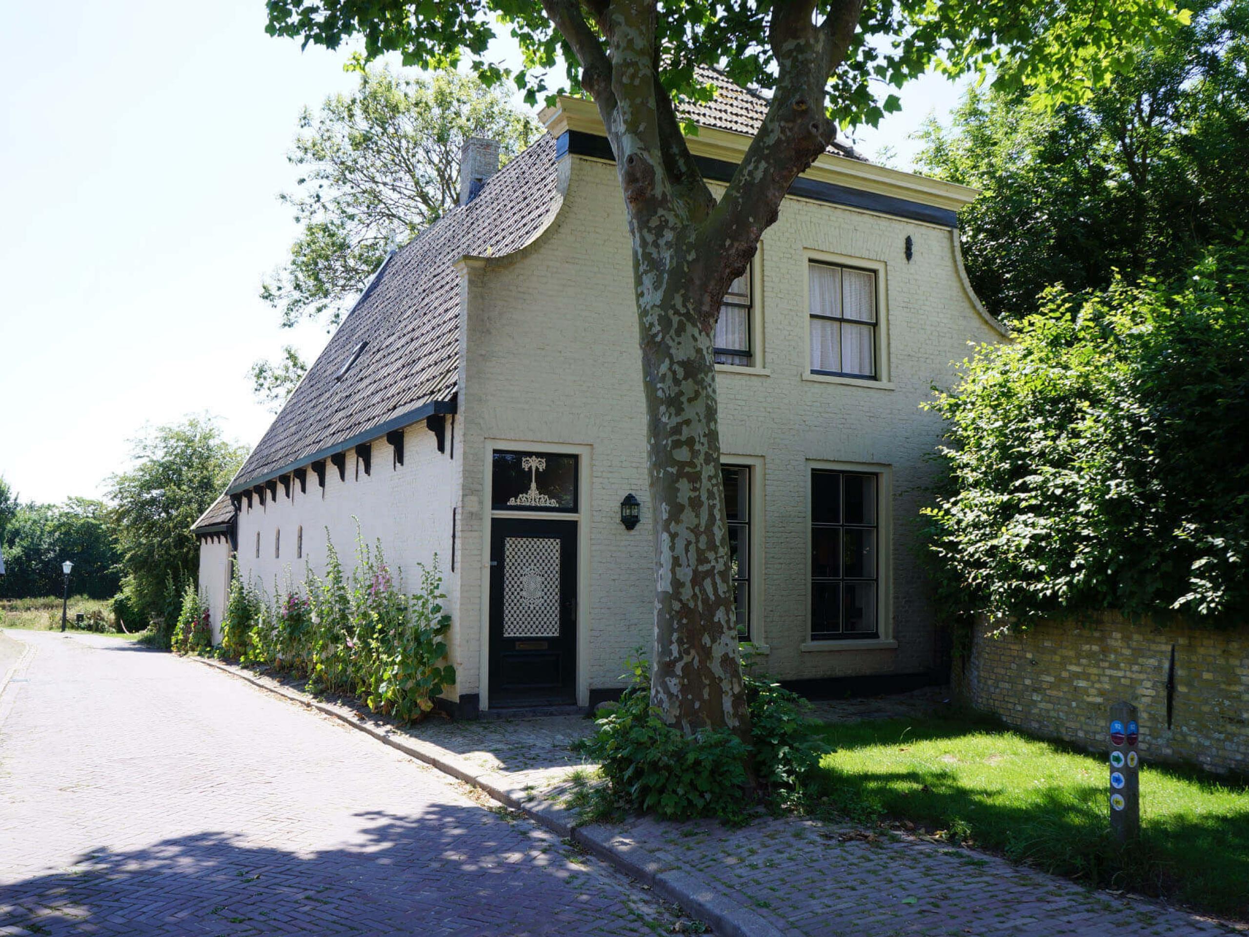 B & B im alten Pfarrhaus neben der Kirche von De Waal