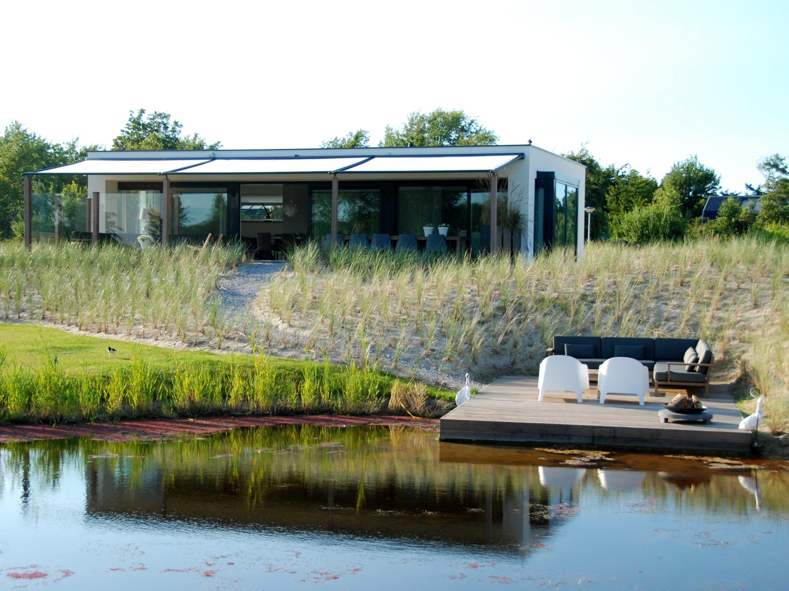 Exclusieve vrijstaande villa met riante tuin in het Dennenbos