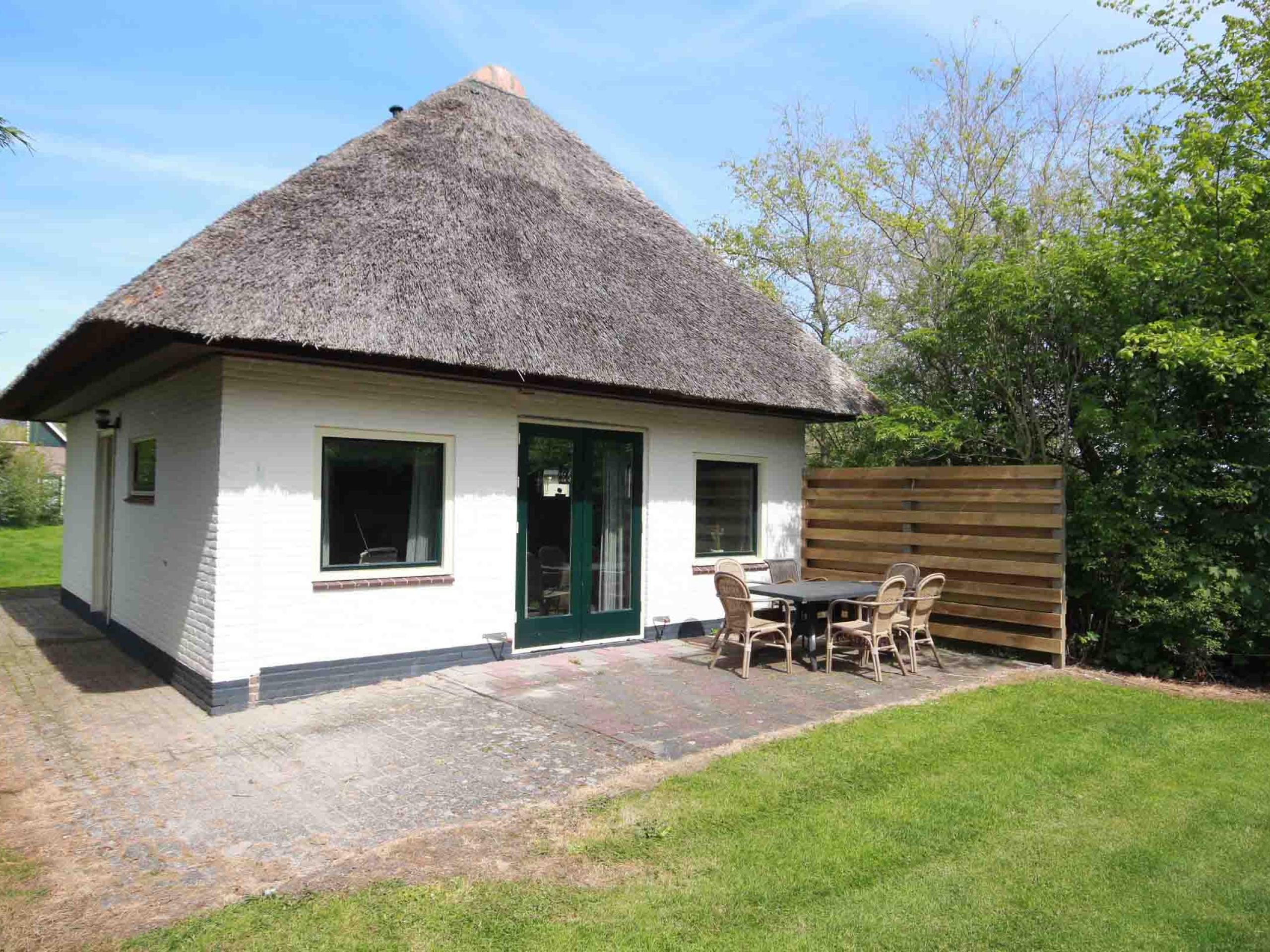 Ruim sfeervol vakantiehuis met ideale ligging buiten De Koog
