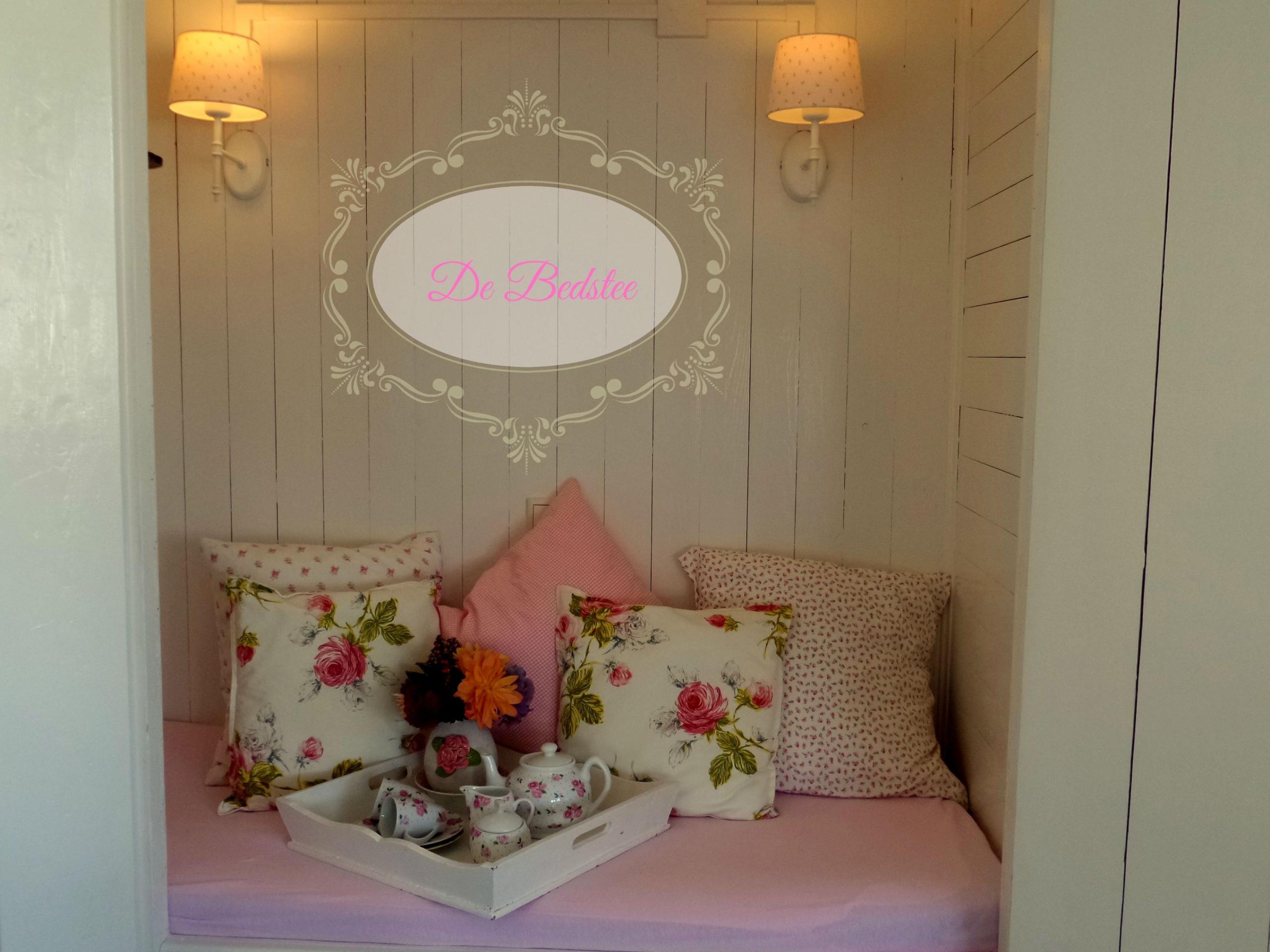 Genieten in romantisch appartement met bedstee en tuin in Den Burg