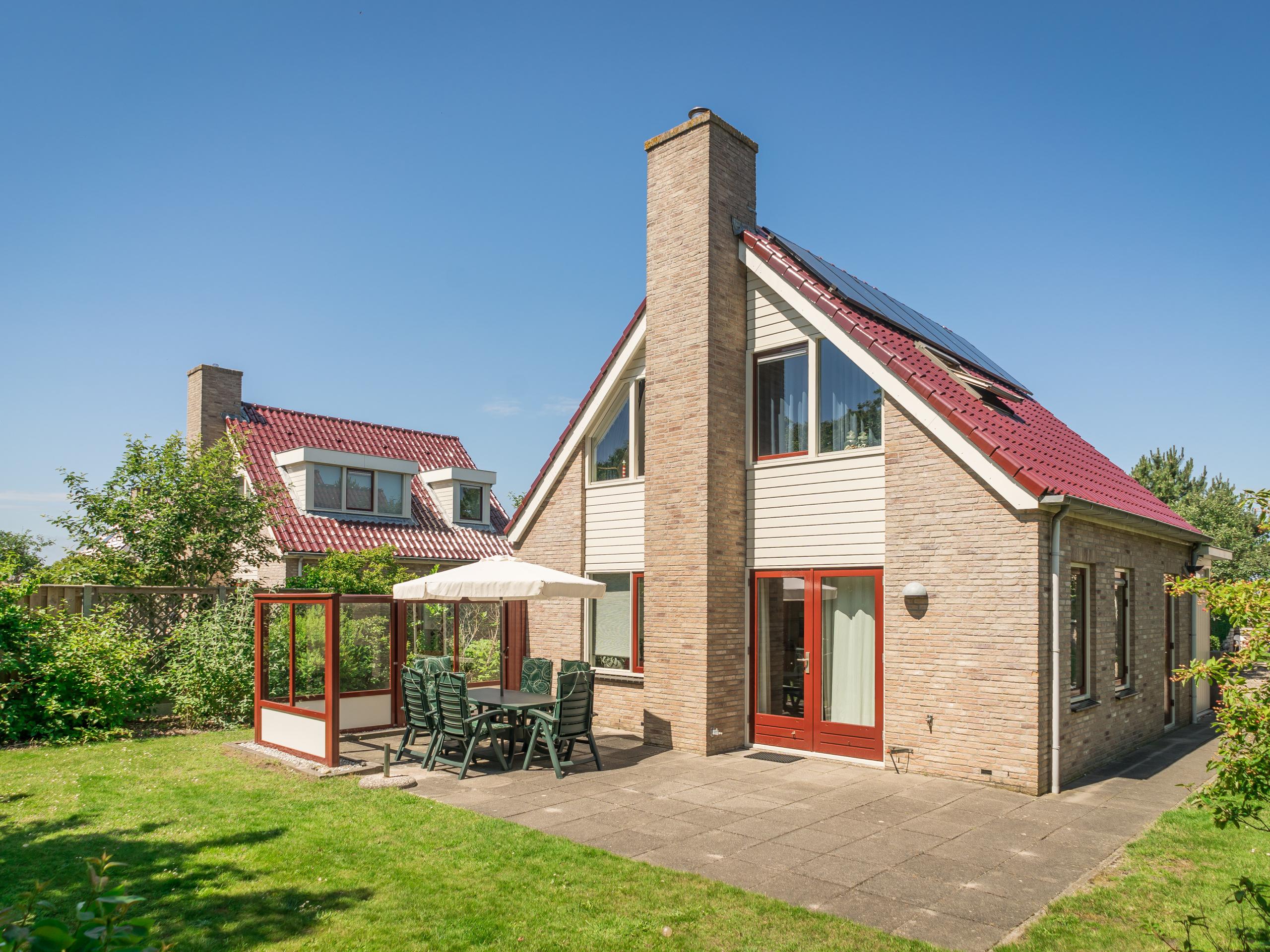 Luxuriöses Ferienhaus mit 2 Bädern in zentraler Lage am Wald etwas außerhalb von De Koog