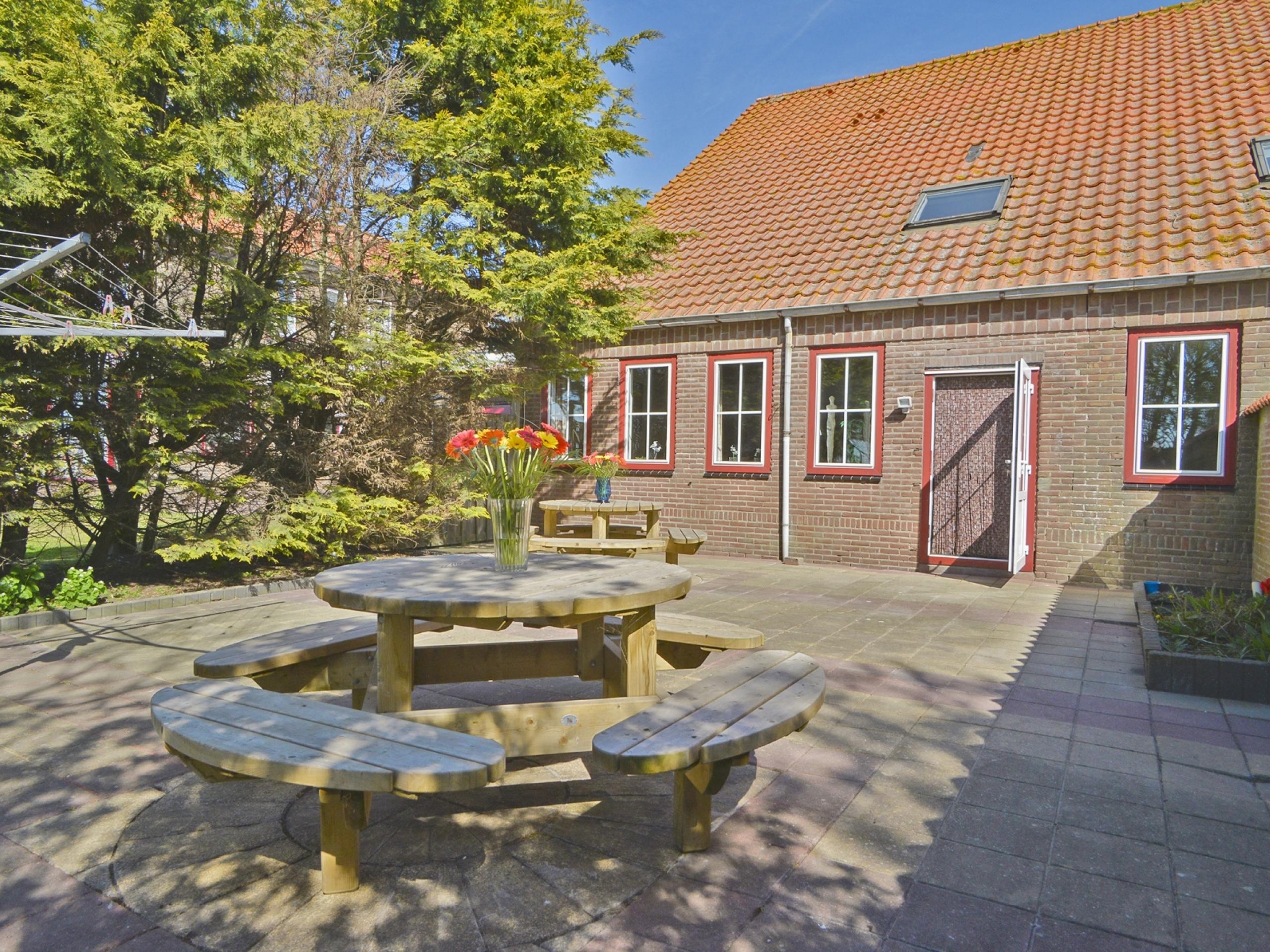 Ruim vakantiehuis op het erf van boerderij op unieke lokatie in Eierland