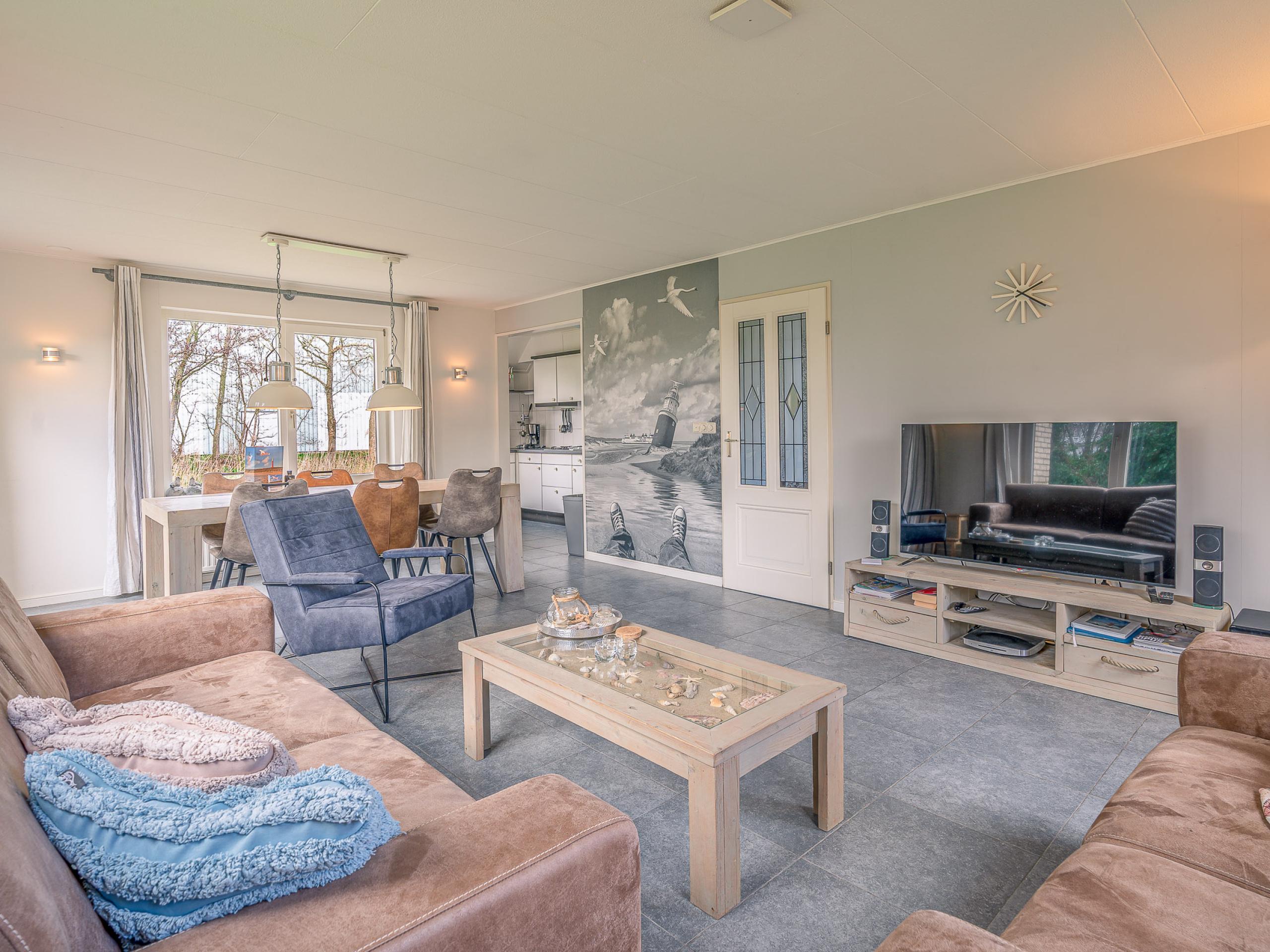 Behagliches modernes Ferienhaus am Wasser gelegen in De Koog