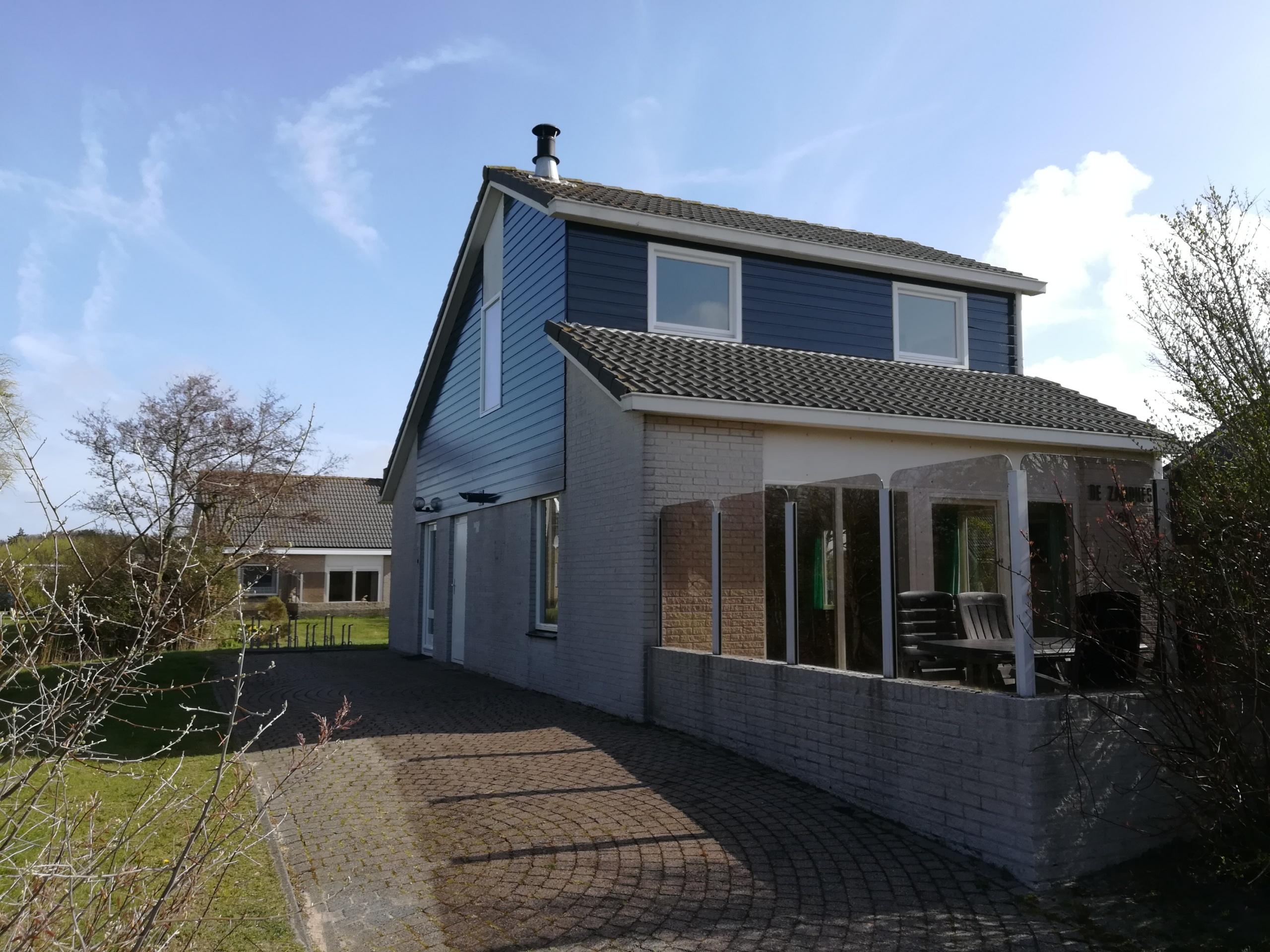 Luxury holiday home in small-scale park near De Koog