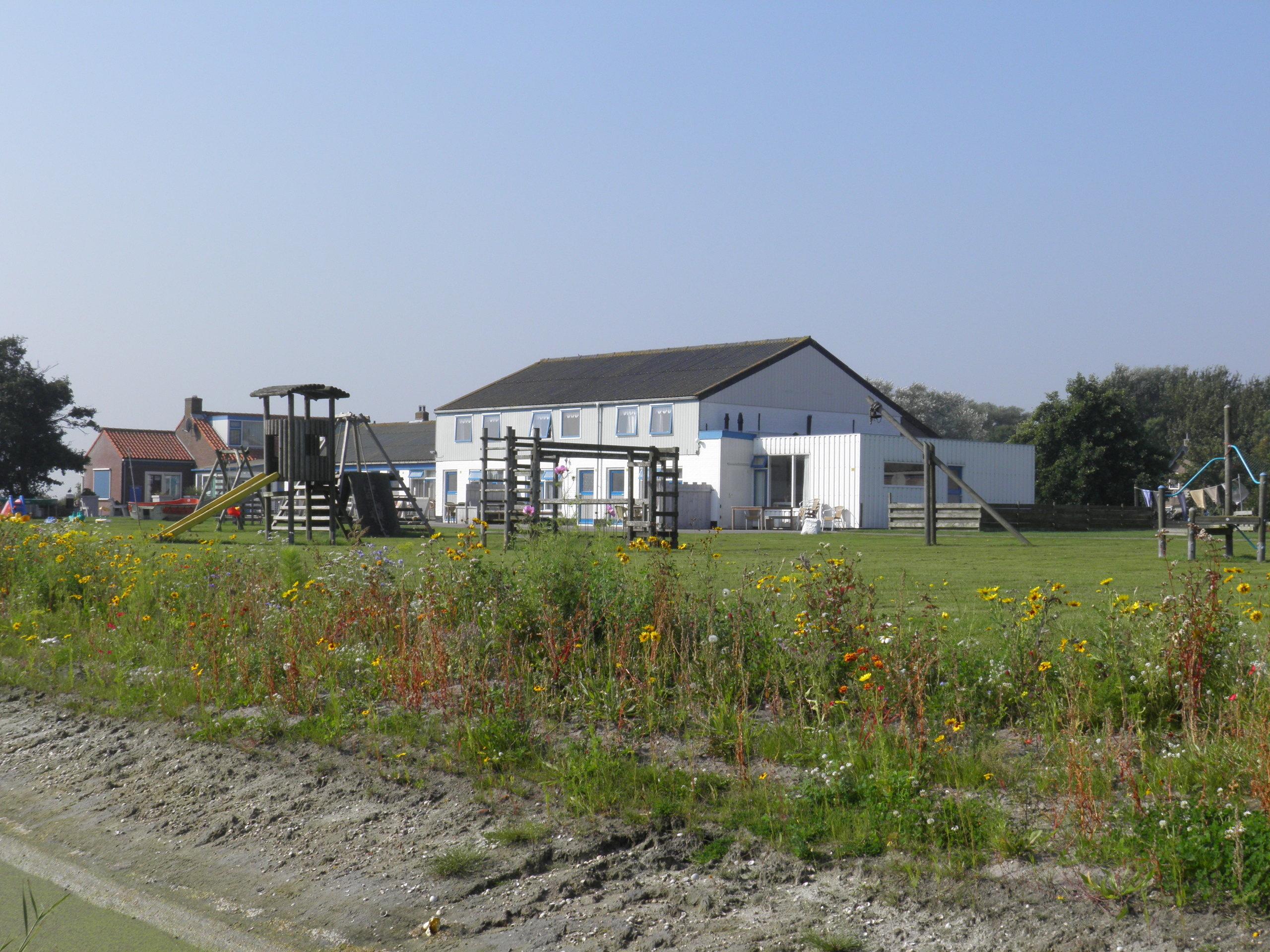 Blick auf das See-Feuchtgebiet Utopia in ländlicher Umgebung nahe dem Wattenmeer