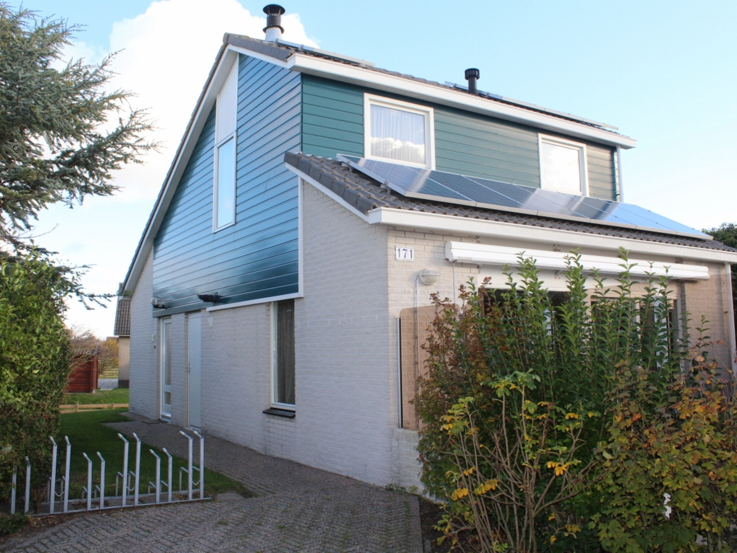 Spacious and luxurious holiday home within walking distance of the North Sea beach in De Koog