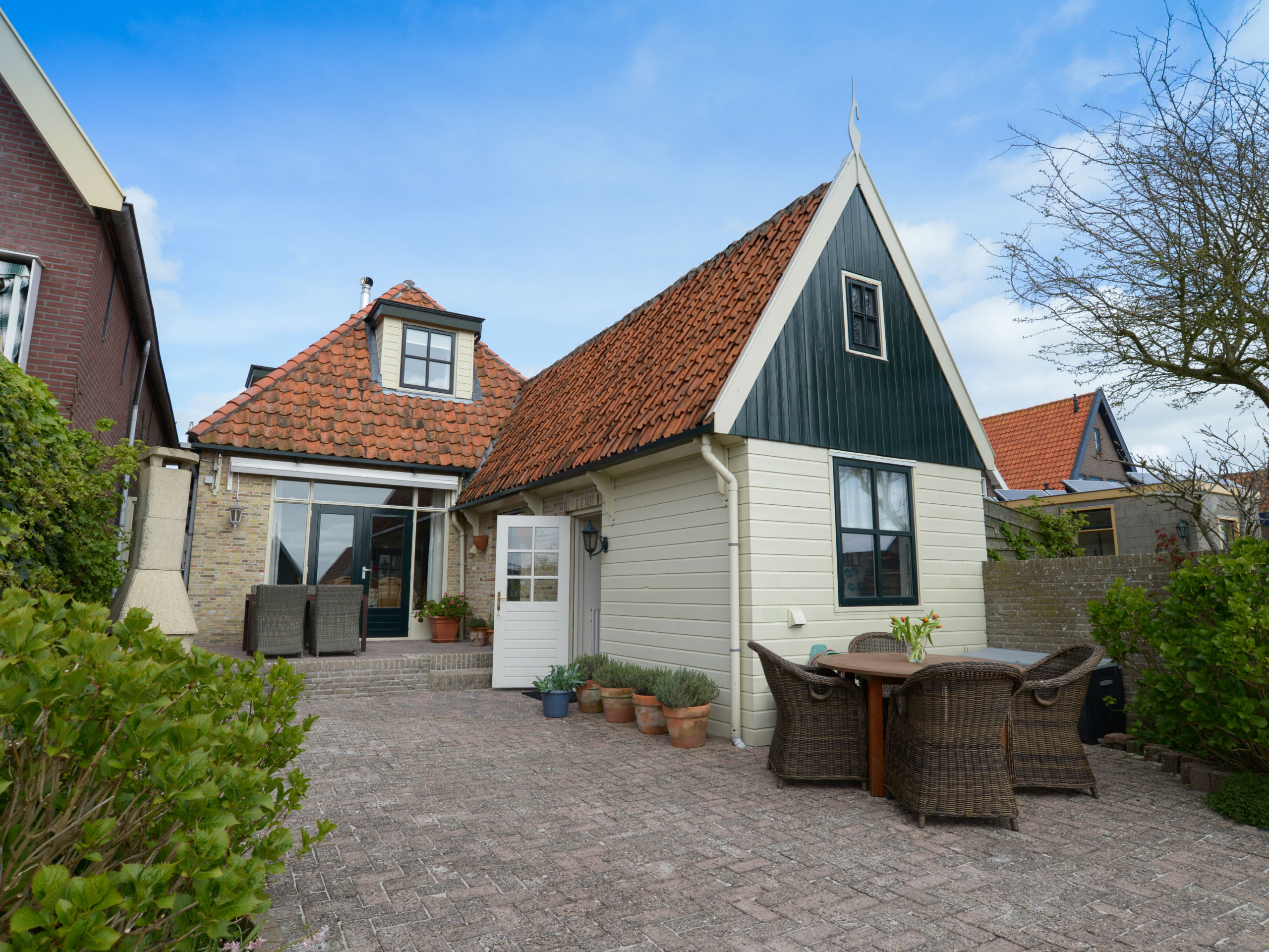 Attractive authentic holiday home in the picturesque Den Hoorn