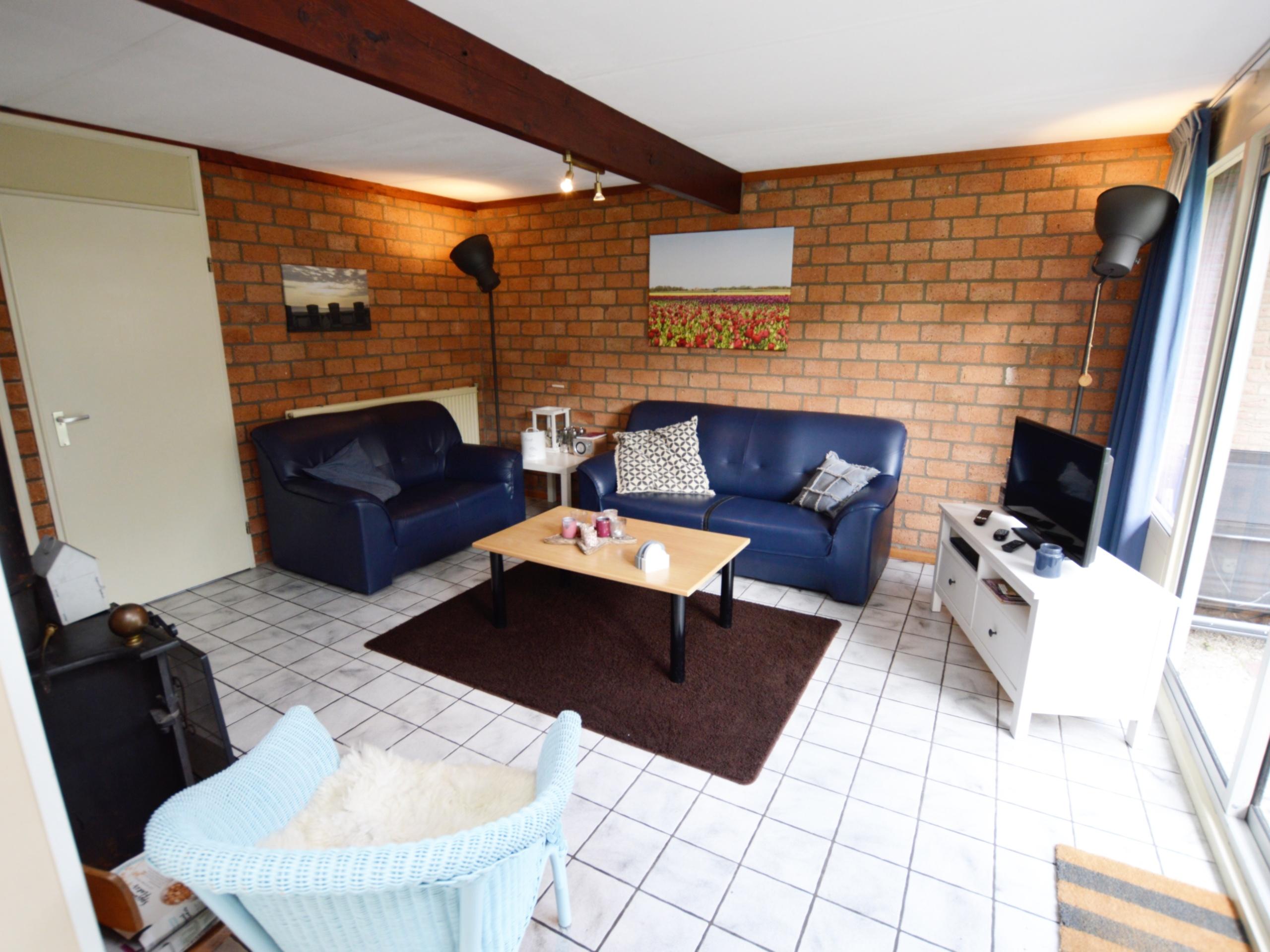 Rustig gelegen vakantiehuis met veel ruimte om het huis, gunstige ligging direct bij het bos nabij De Koog.