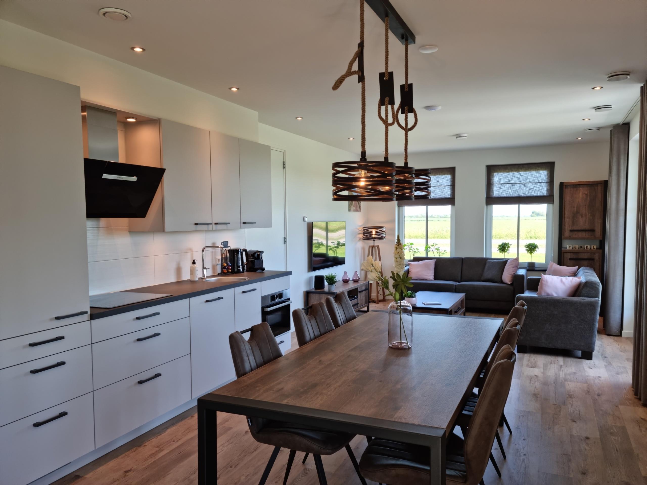 Neues modernes und luxuriöses Ferienhaus in der Nähe der Naturschutzgebiete De Slufter und De Muy und zentral auf der Insel gelegen