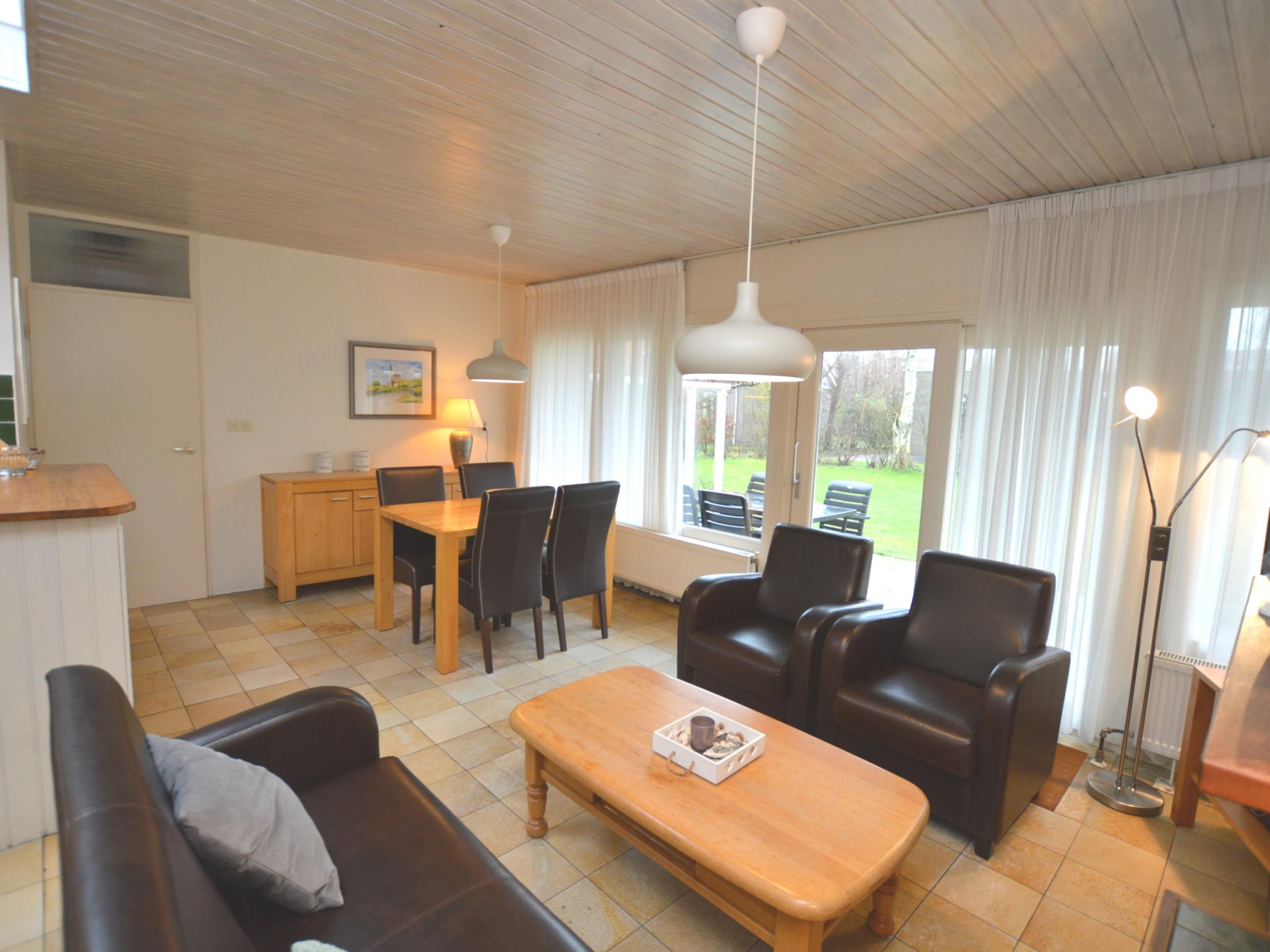 Geniet van je rust in ruim vakantiehuis met tuin bij Dennenbos