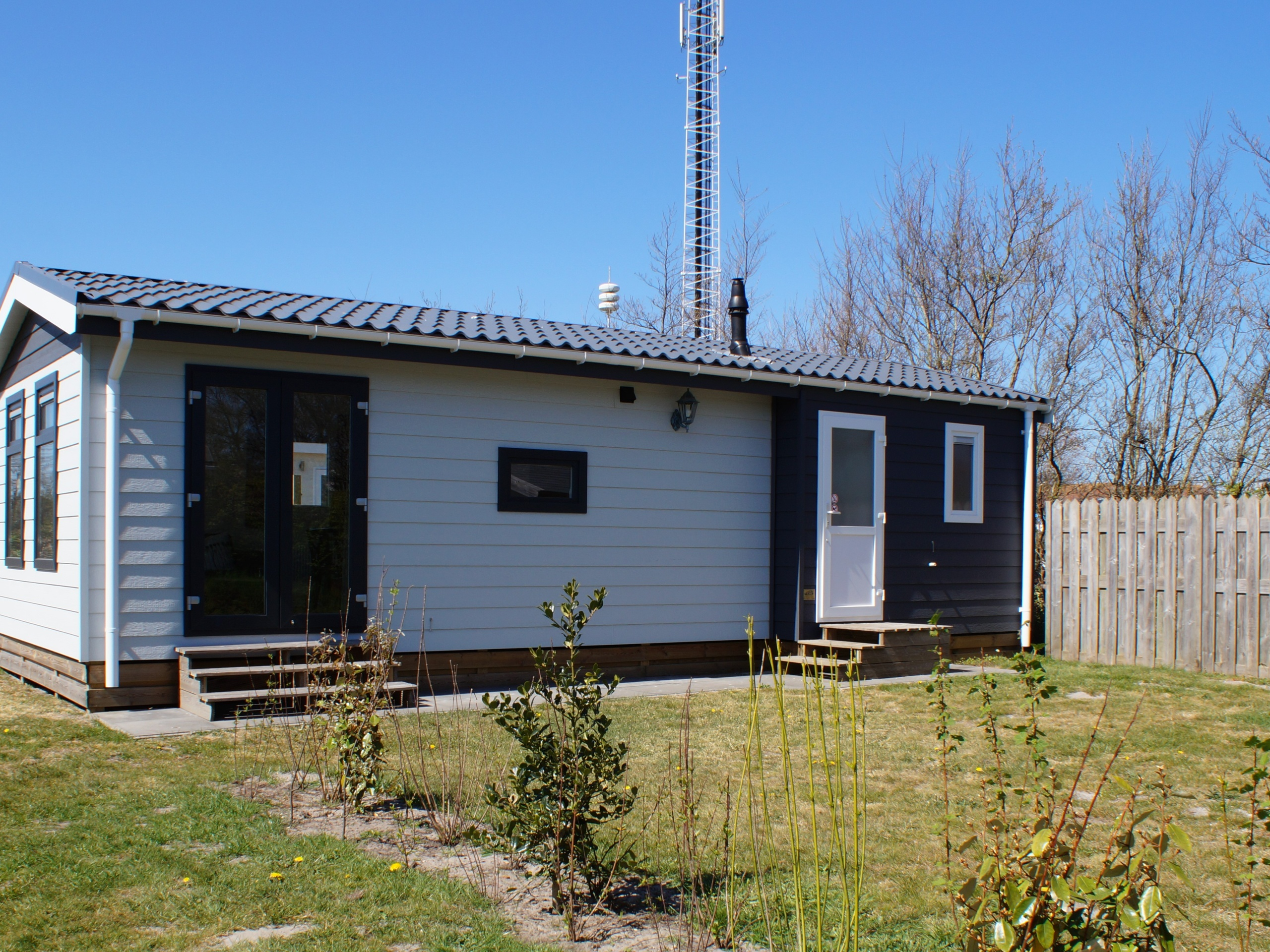 Comfortable modern chalet with an ideal location on a camping site in De Koog