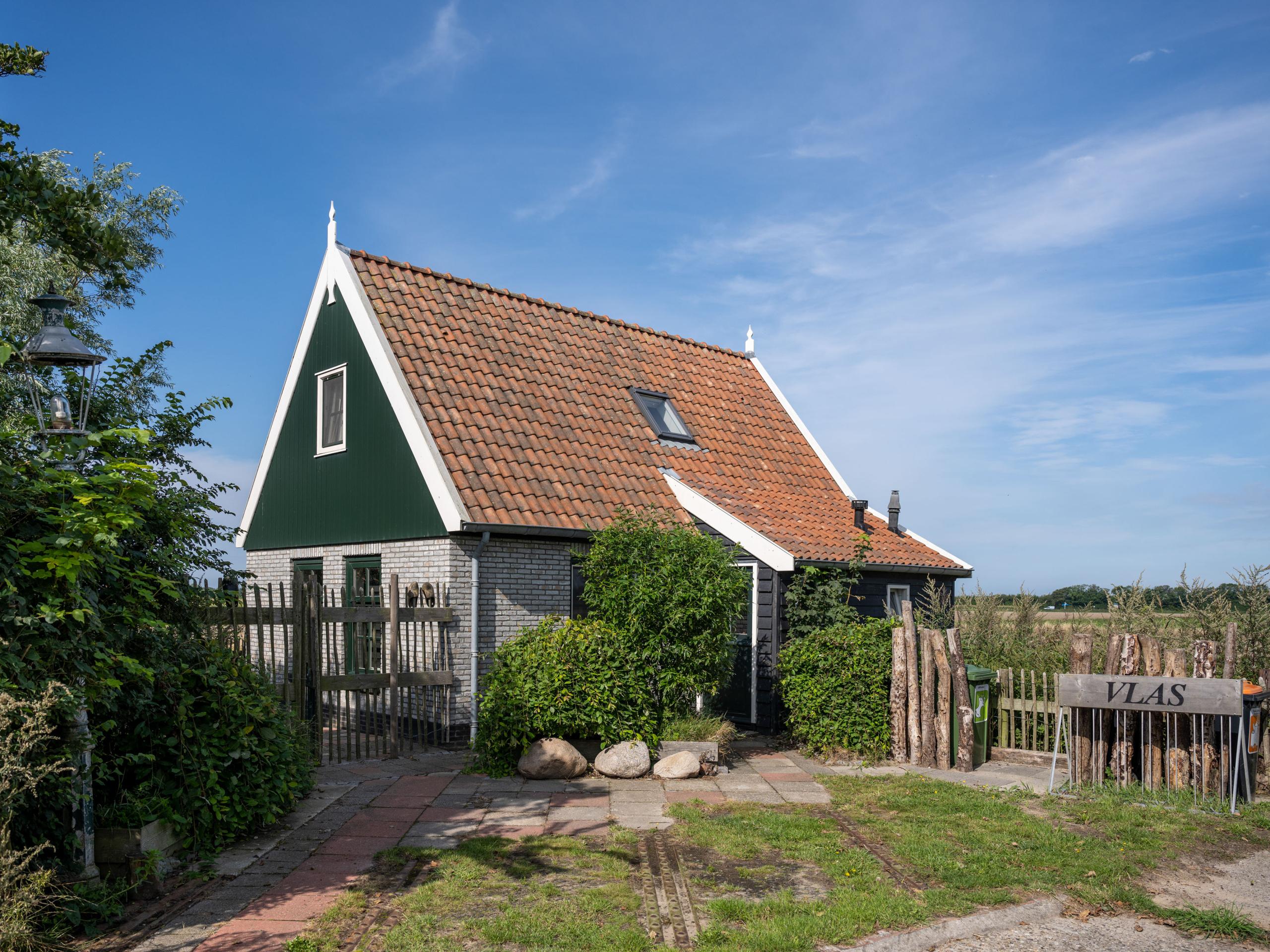 Modernes Ferienhaus im Texel-Stil auf einem Landgut in der Nähe eines alten Bauernhauses
