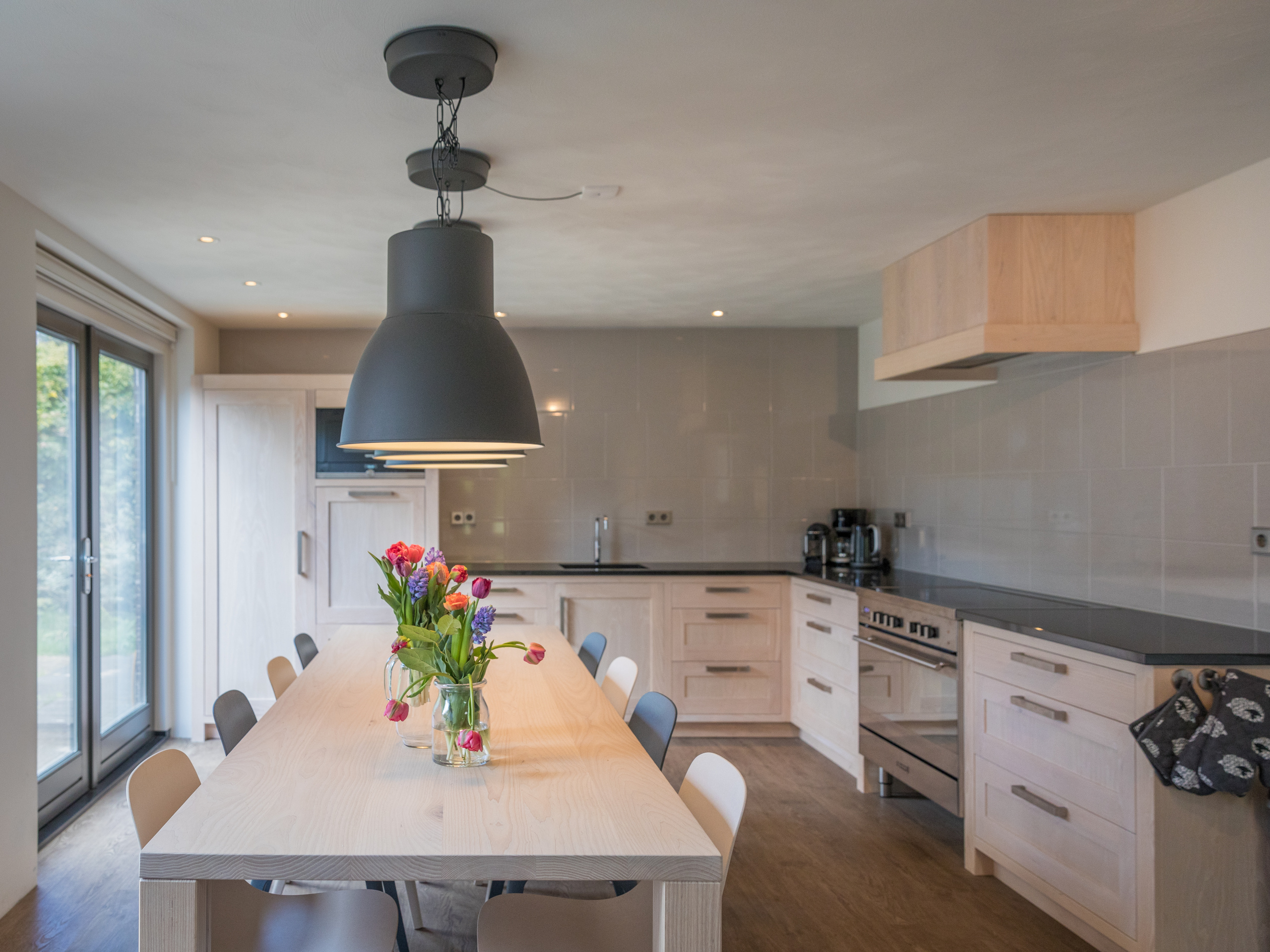 Spacious & comfortable holiday home ideal for families, quietly located on the edge of De Koog