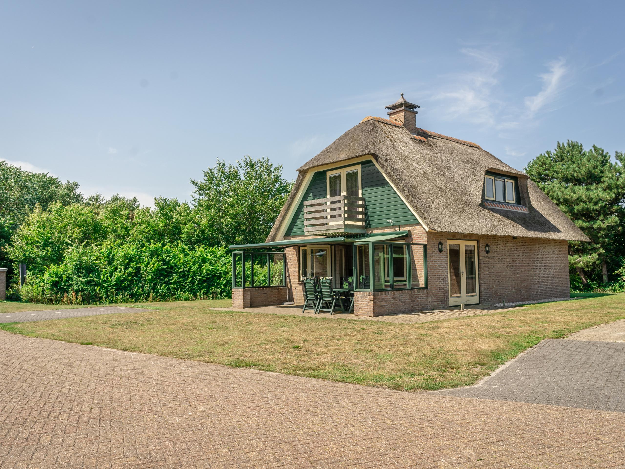 Tastefully decorated luxury villa with ideal location near De Koog
