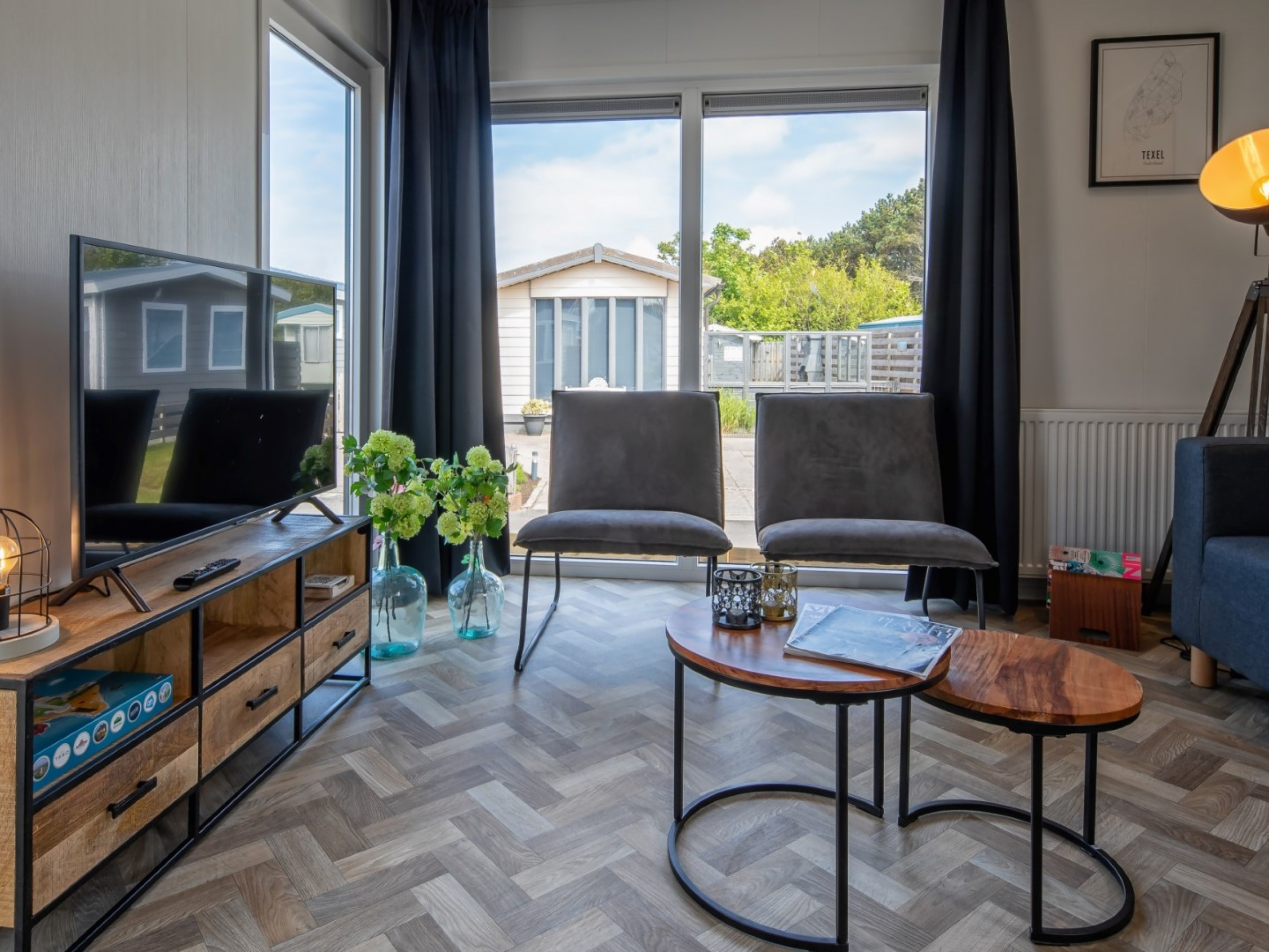 New modern chalet with ideal location near the North Sea beach in De Koog
