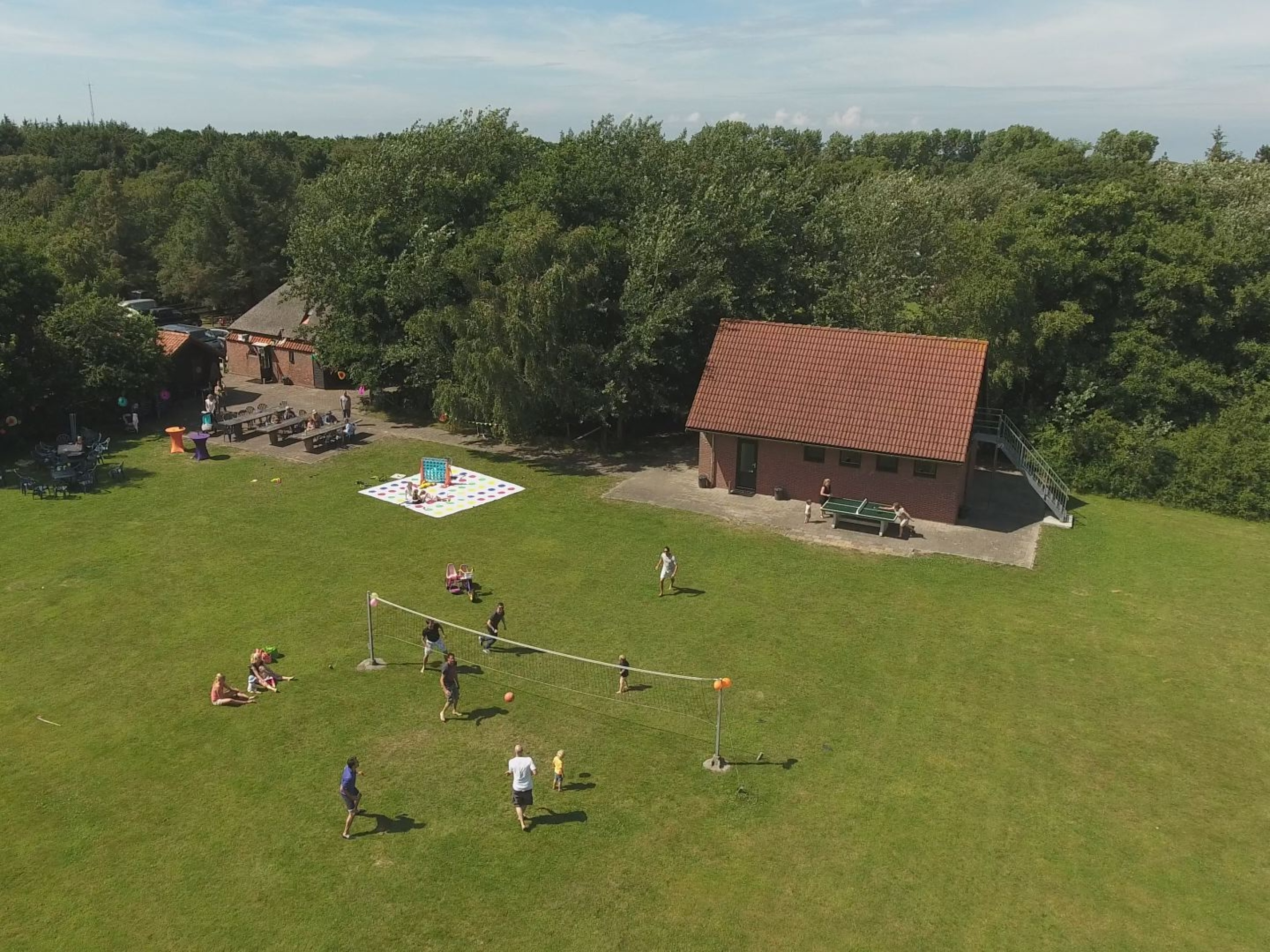 Atmosphärische Gruppenunterkunft mit großem Feld in De Koog.