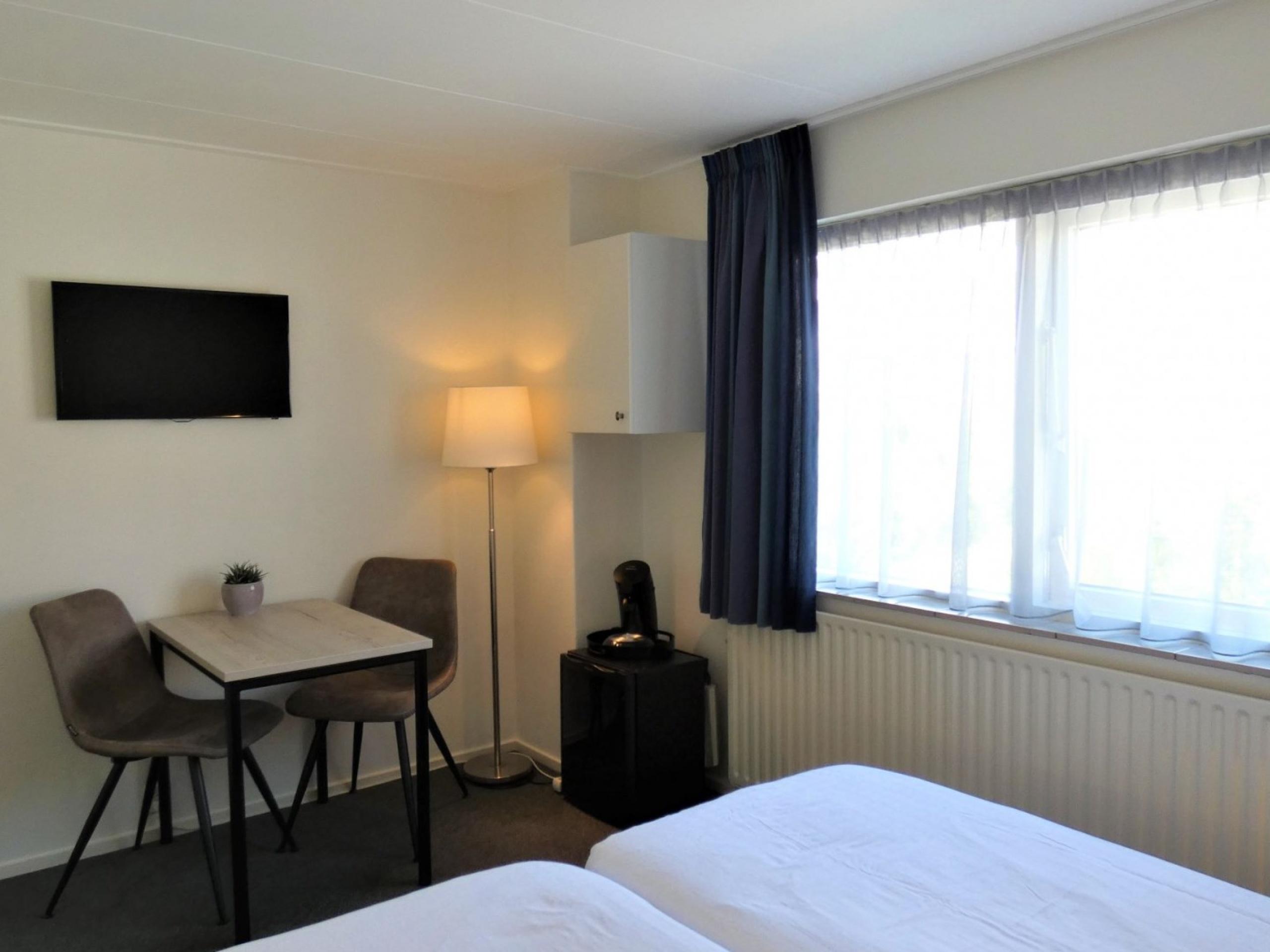 Wachen Sie entspannt mit einem reichhaltigen Frühstück im Zimmer in B&B in De Koog