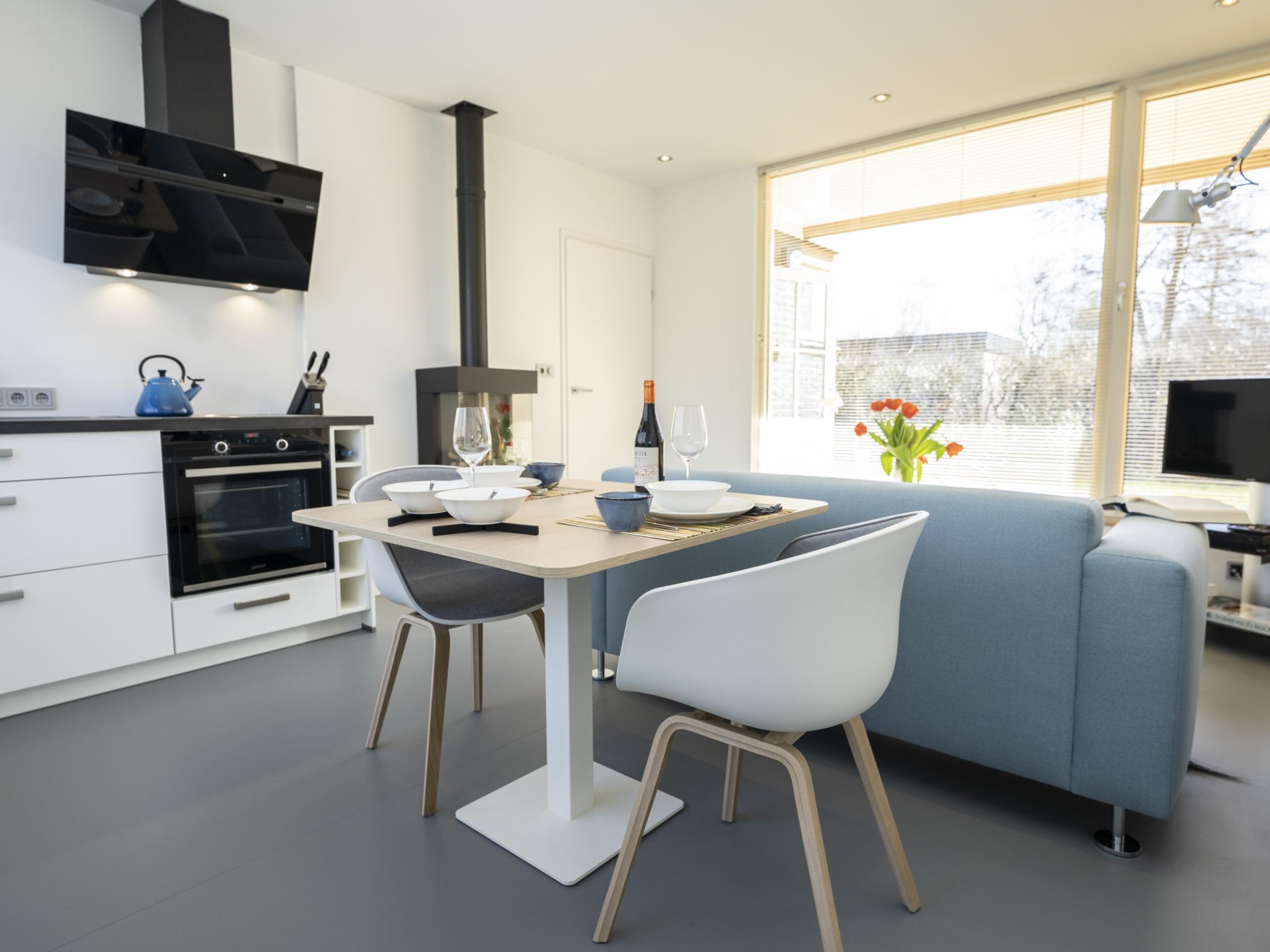 Moderner Bungalow mit separatem Arbeitszimmer / Ruheraum und gemütlichem Gartenzimmer
