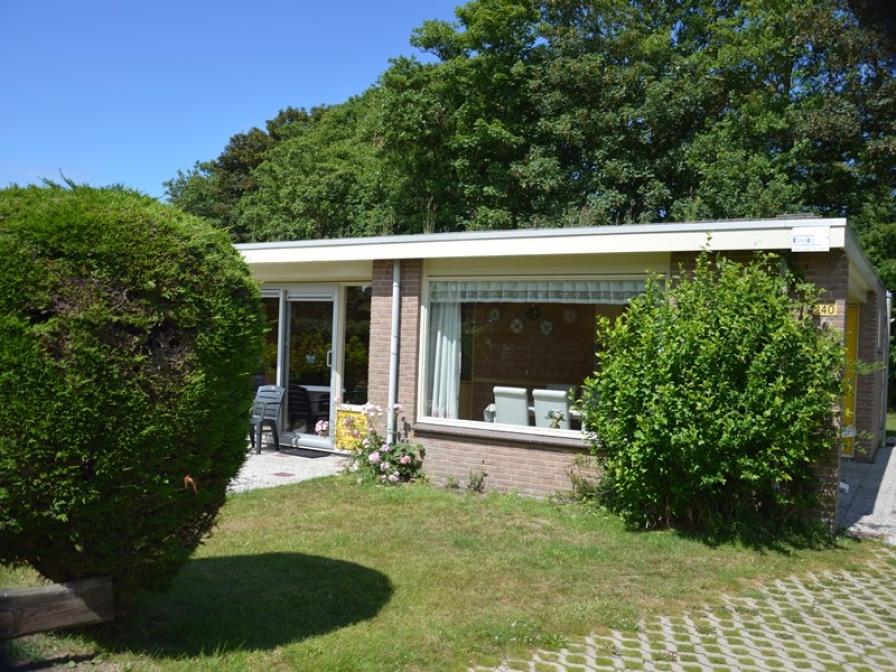 Geschakeld ruim vakantiehuis aan de rand van bosgebied en nabij De Koog