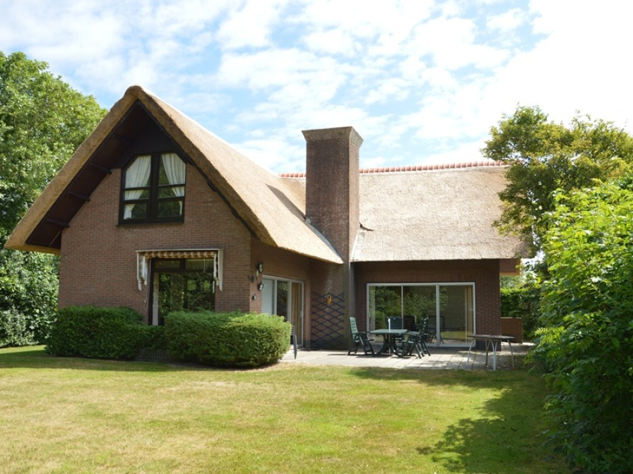 Spacious detached family house on the edge of De Koog within walking distance of the sea