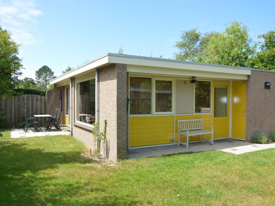 Komplett eingerichtetes Ferienhaus in ruhiger Lage, direkt am Wald in der Nähe von De Koog.