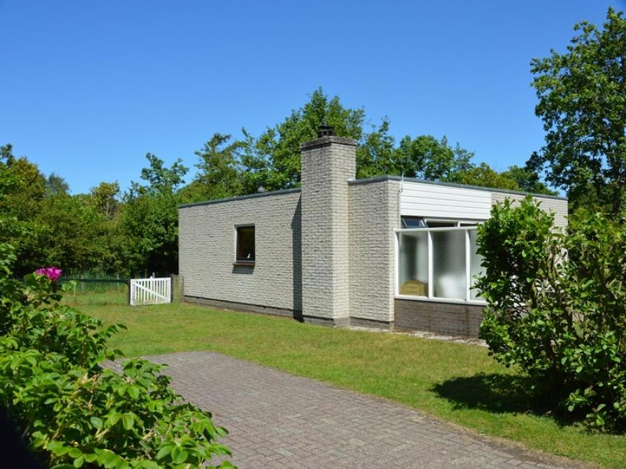 Vrijstaande bungalow met grote afgesloten tuin op het zuiden
