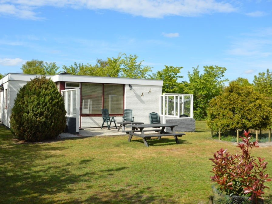 Detached, comfortably furnished bungalow on the edge of forest De Dennen