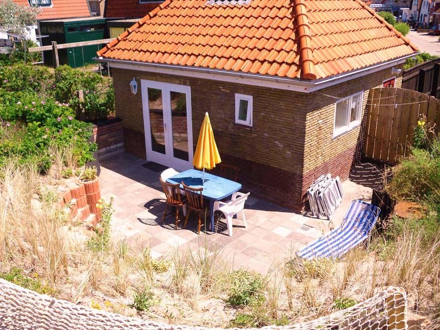 Uniek gelegen vakantiehuisje op steenworp afstand van het strand.