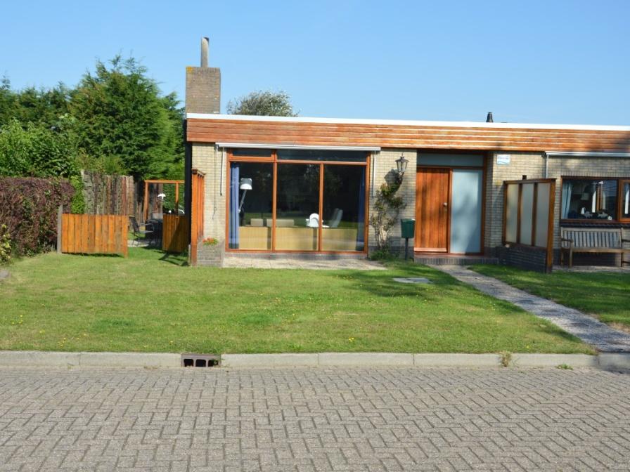Geräumiges und komfortables Ferienhaus in De Koog, nur wenige Gehminuten von den Dünen, dem Wald und dem Meer entfernt.