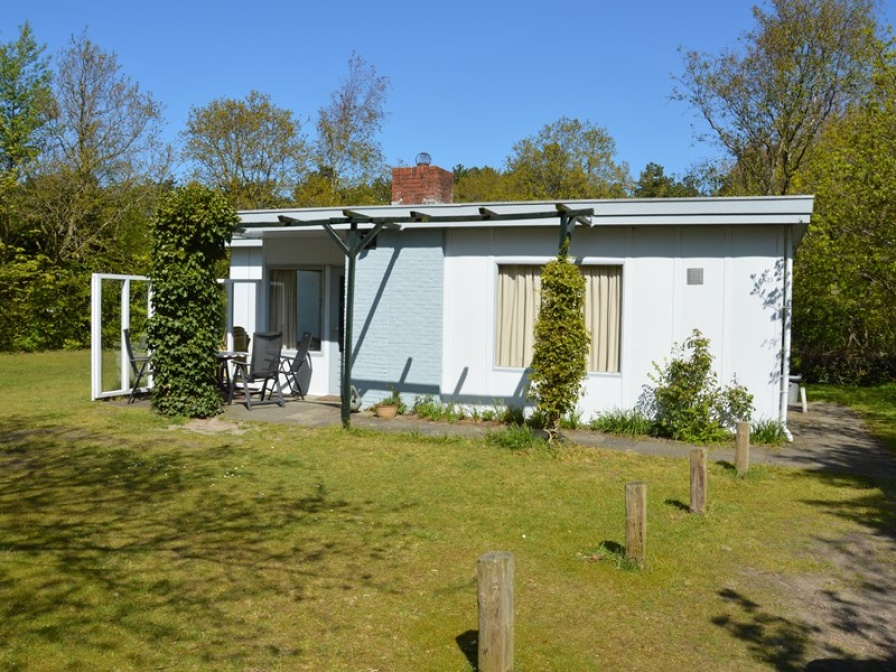 Ideally located holiday home with lots of privacy in the forest near De Koog