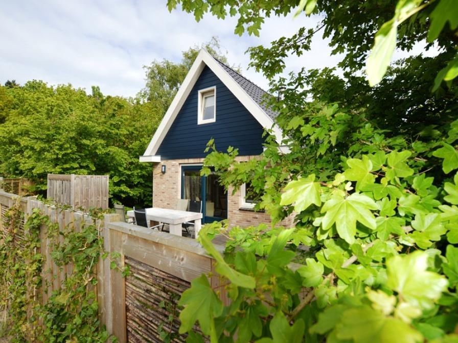 """Eine komfortable Ferienwohnung, komplett ausgestattet mit geschlossenen Garten in der Anlage """"De Parel"""" im Wald."""