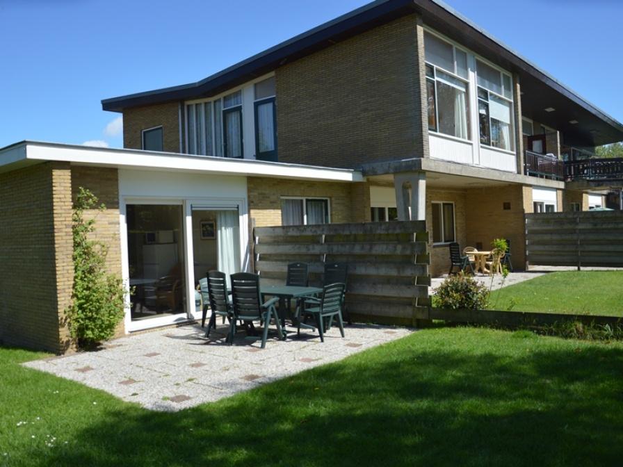 Sehr geräumige und voll möblierte Wohnung mit sonnigem Garten und Terrasse direkt am Wald und in der Nähe von De Koog.