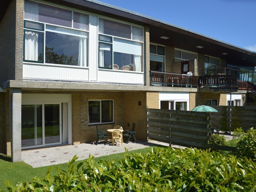 Spacious and comfortable apartment with sunny terrace directly at the forest near De Koog