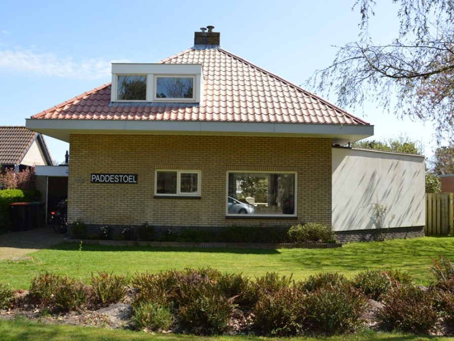 Detached spacious holiday home within walking distance of the beach in De Koog