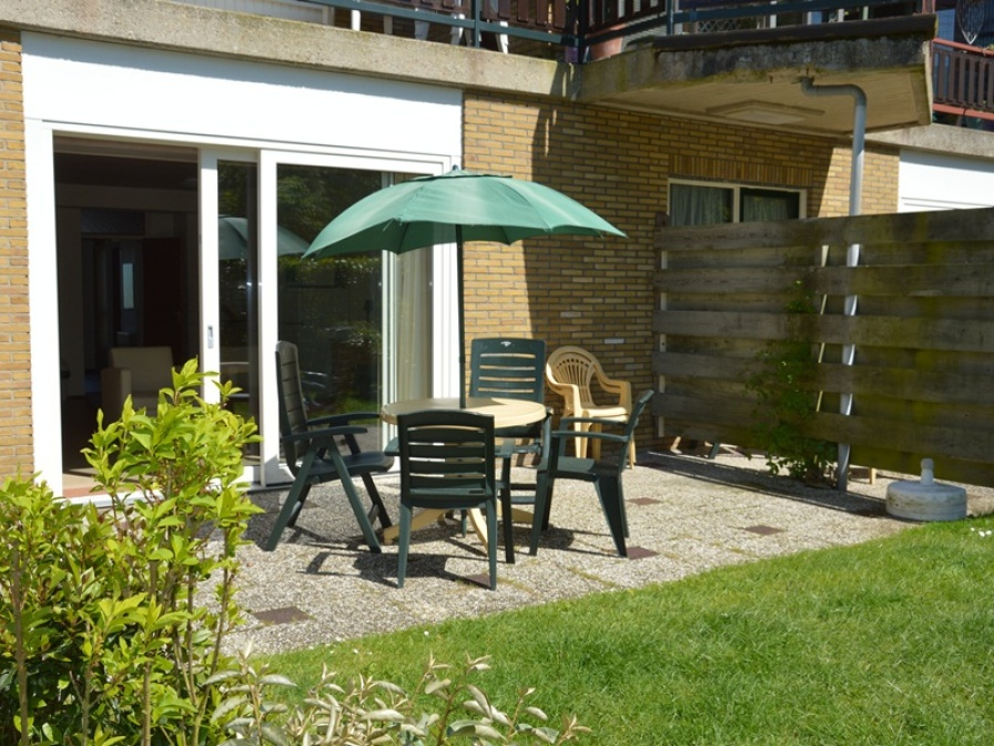 Light and spacious apartment with a sunny terrace directly at the forest and near De Koog